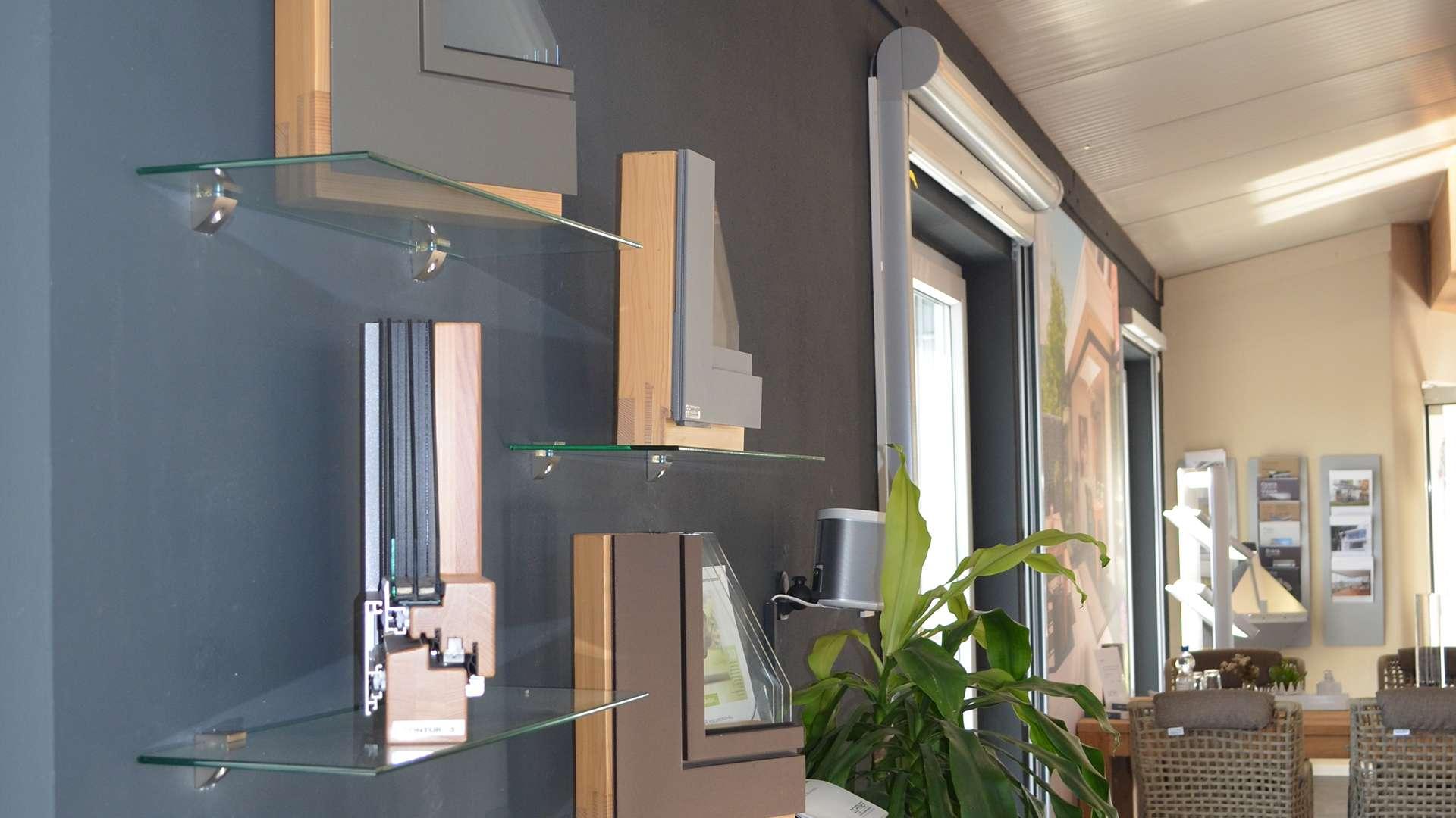 Fenster-Querschnitte in der Ausstellung von Allgäuer Wintergärten in Leutkirch im Allgäu