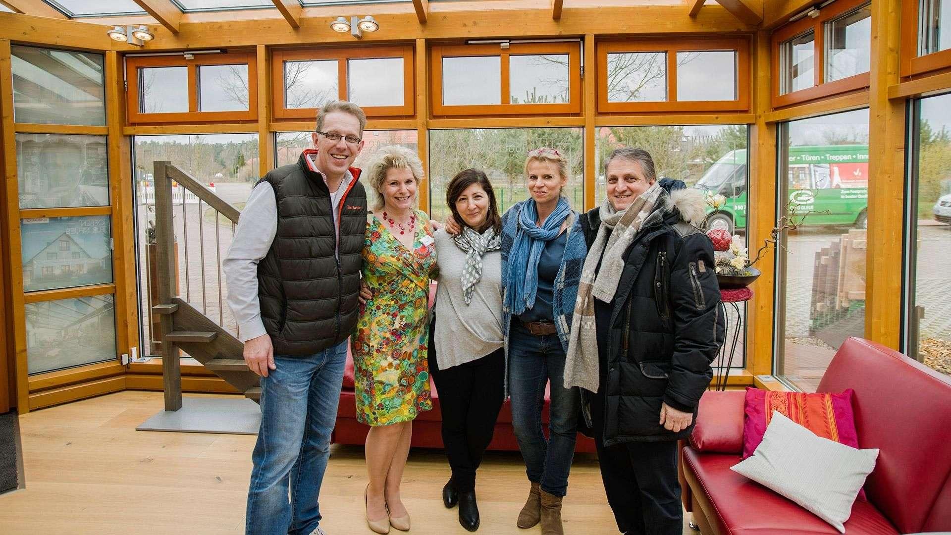 Auch Familie Algieri, Inhaber der Trattoria Pasta & Vino aus Großburgwedel, gratulieren Otto Gleue und seiner Lebensgefährtin Beate Babacz zum gelungen Tag.