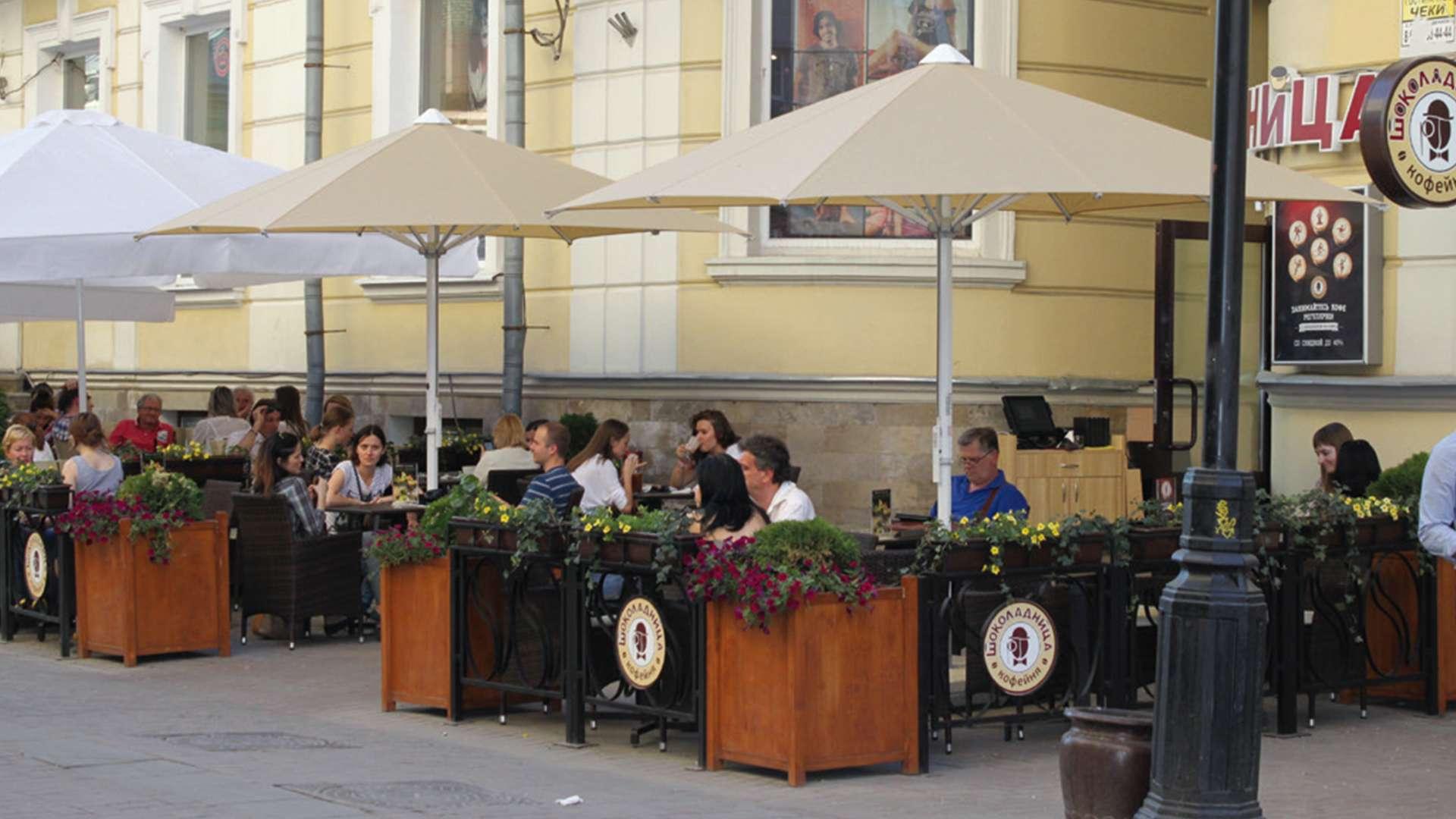 Event Sonnenschirme im Außenbereich eines Cafés