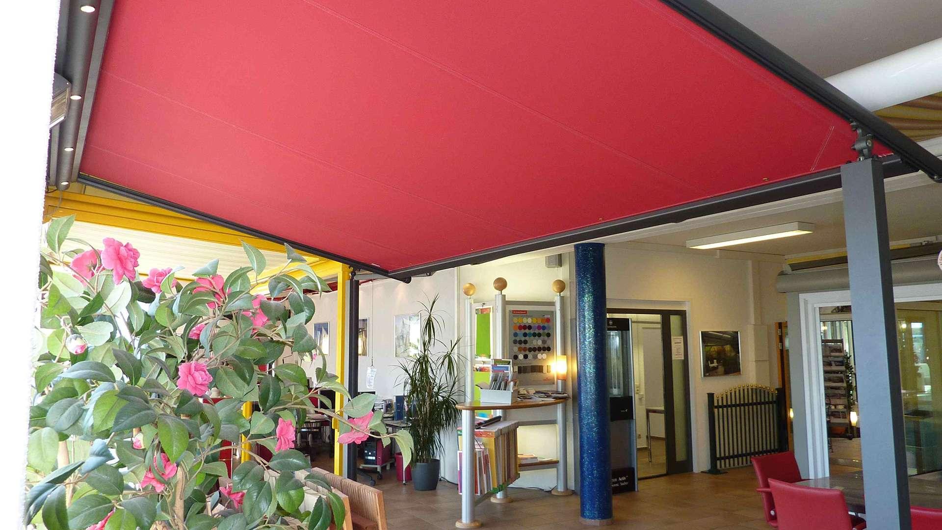 rote Markise in der Ausstellung von Boller in Binzen