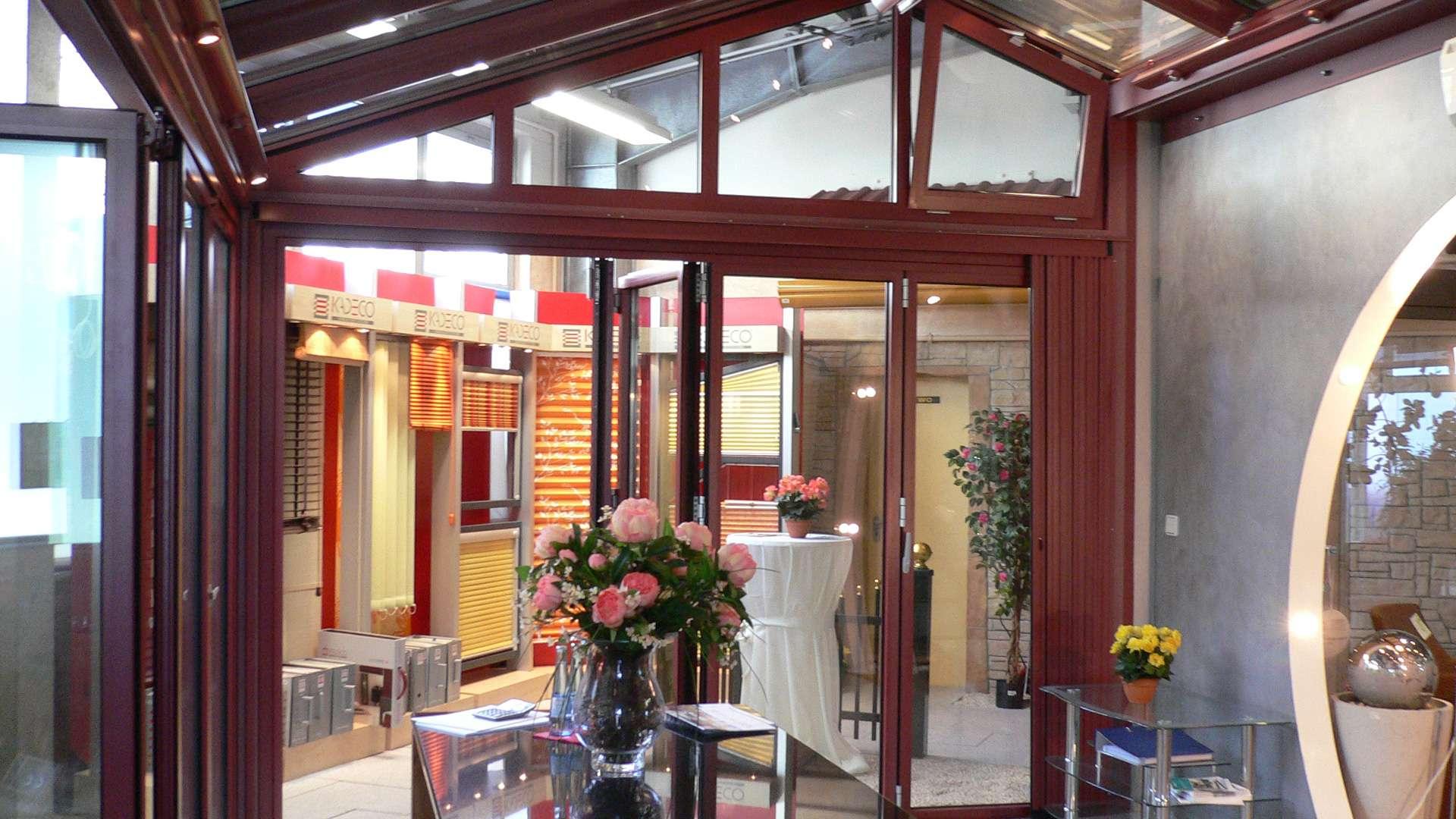 roter Wintergarten in der Ausstellung von Boller in Binzen