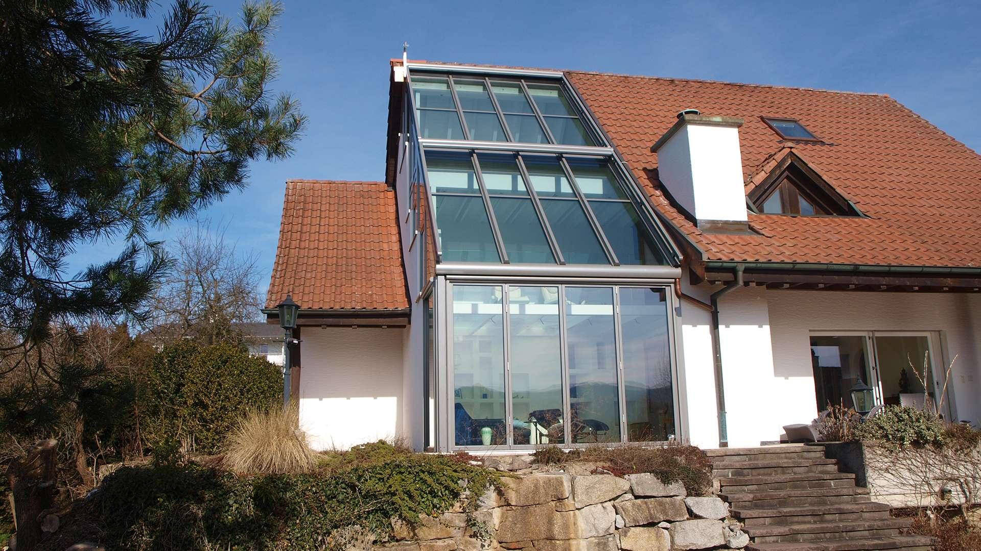 Haus mit Wintergarten über mehrer Etagen bis zur Dachspitze hin