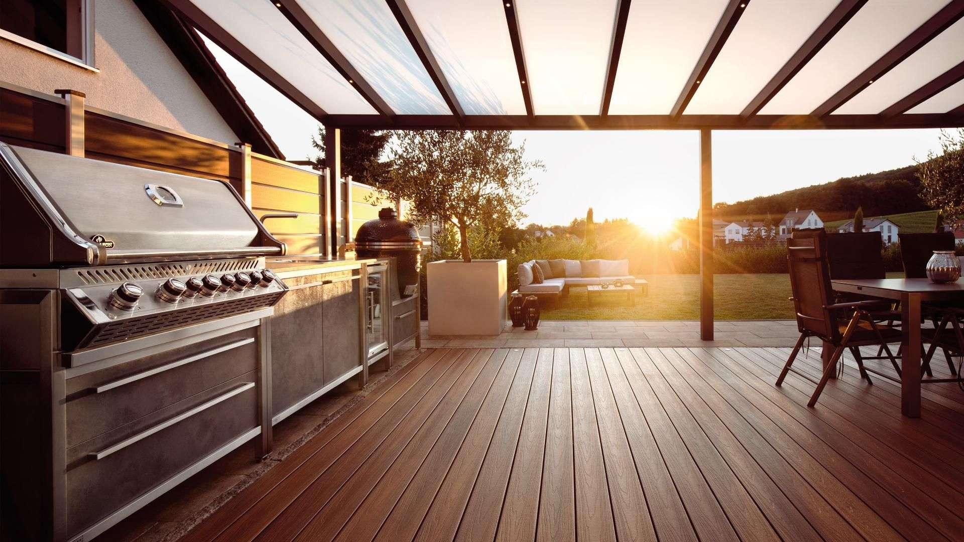 Burnout Outdoorküche unter einem Terrassendach