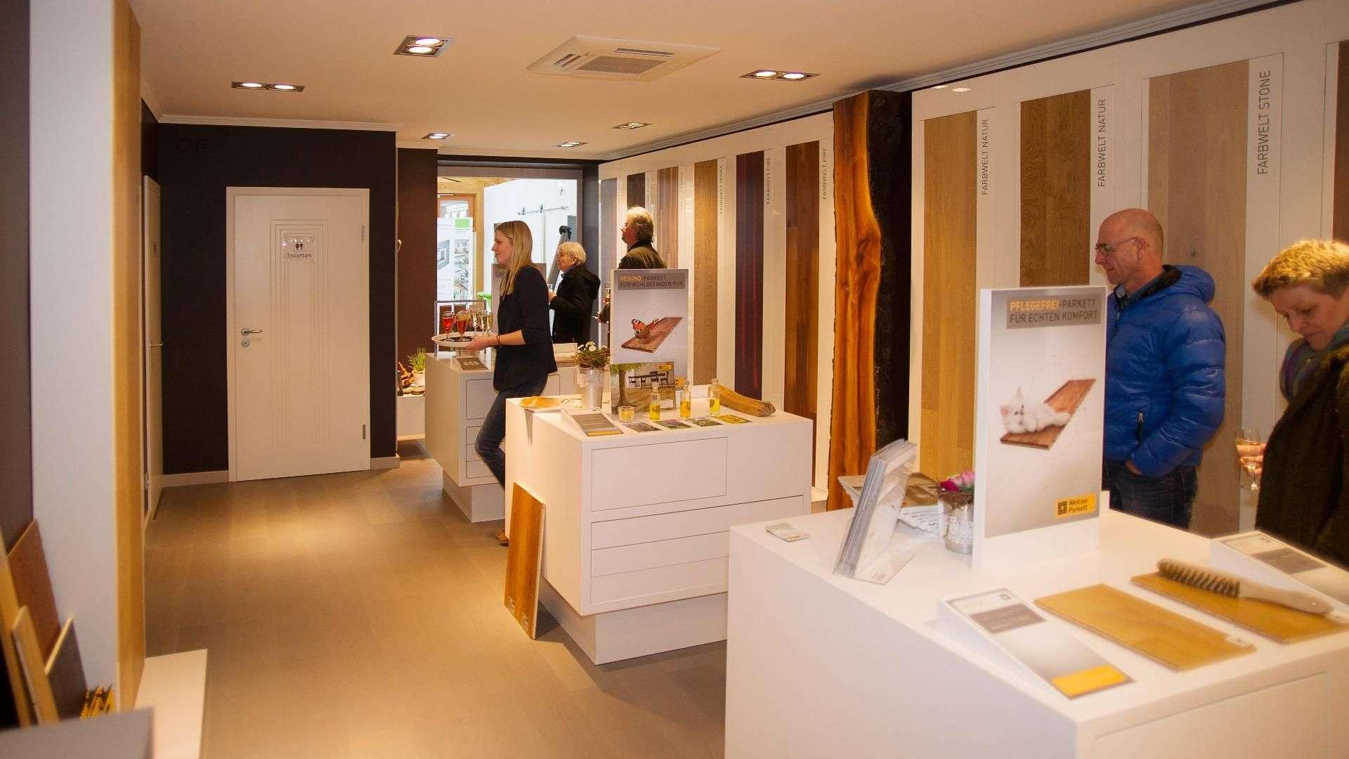 """Die Parkettwelten von """"Weitzer Parkett"""" sind im Showroom der Tischlerei Otto Gleue perfekt in Szene gesetzt. Einer der Ersten von insgesamt 63 Showroom in Deutschland."""