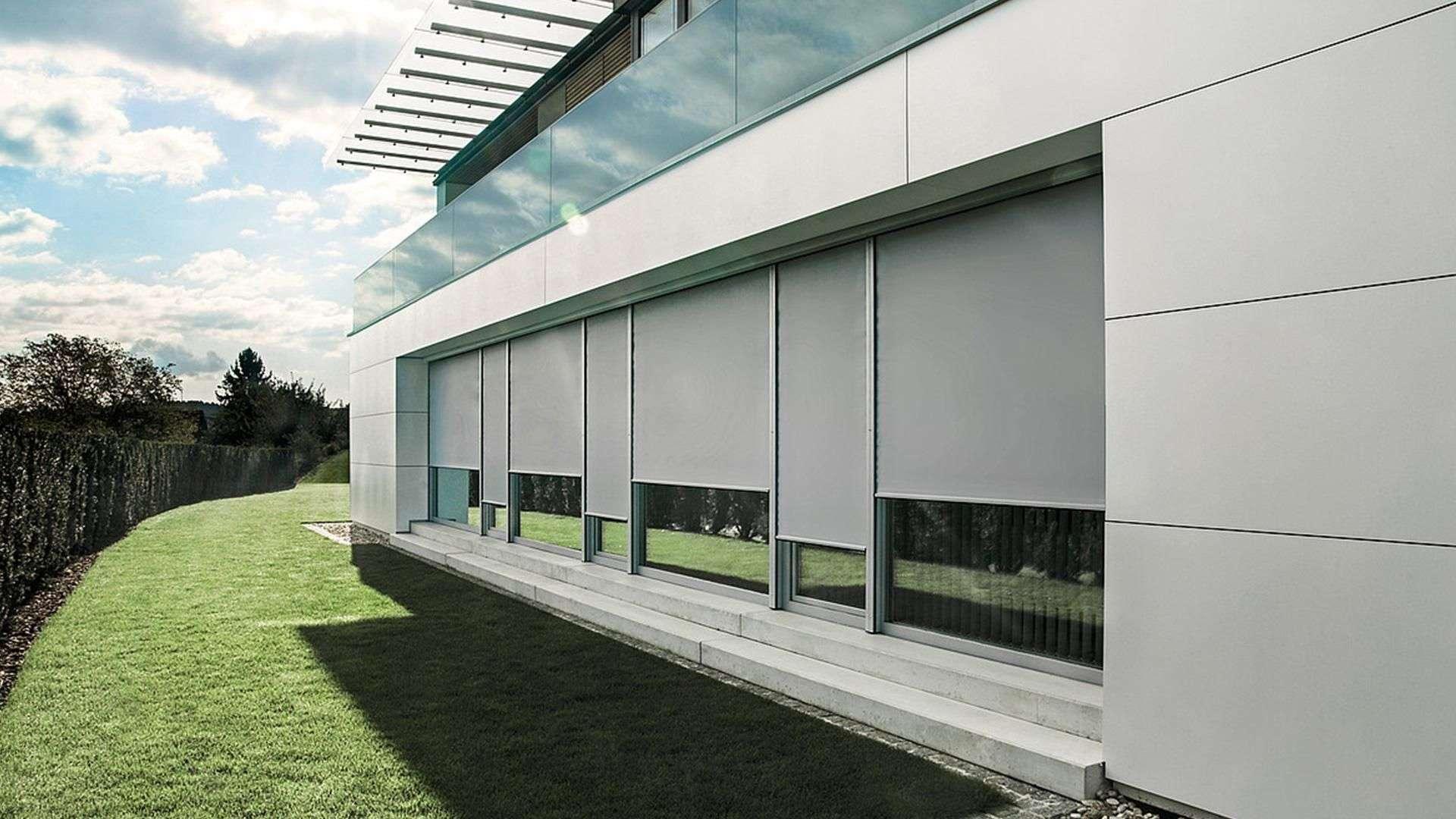 Fassade mit Textilscreens