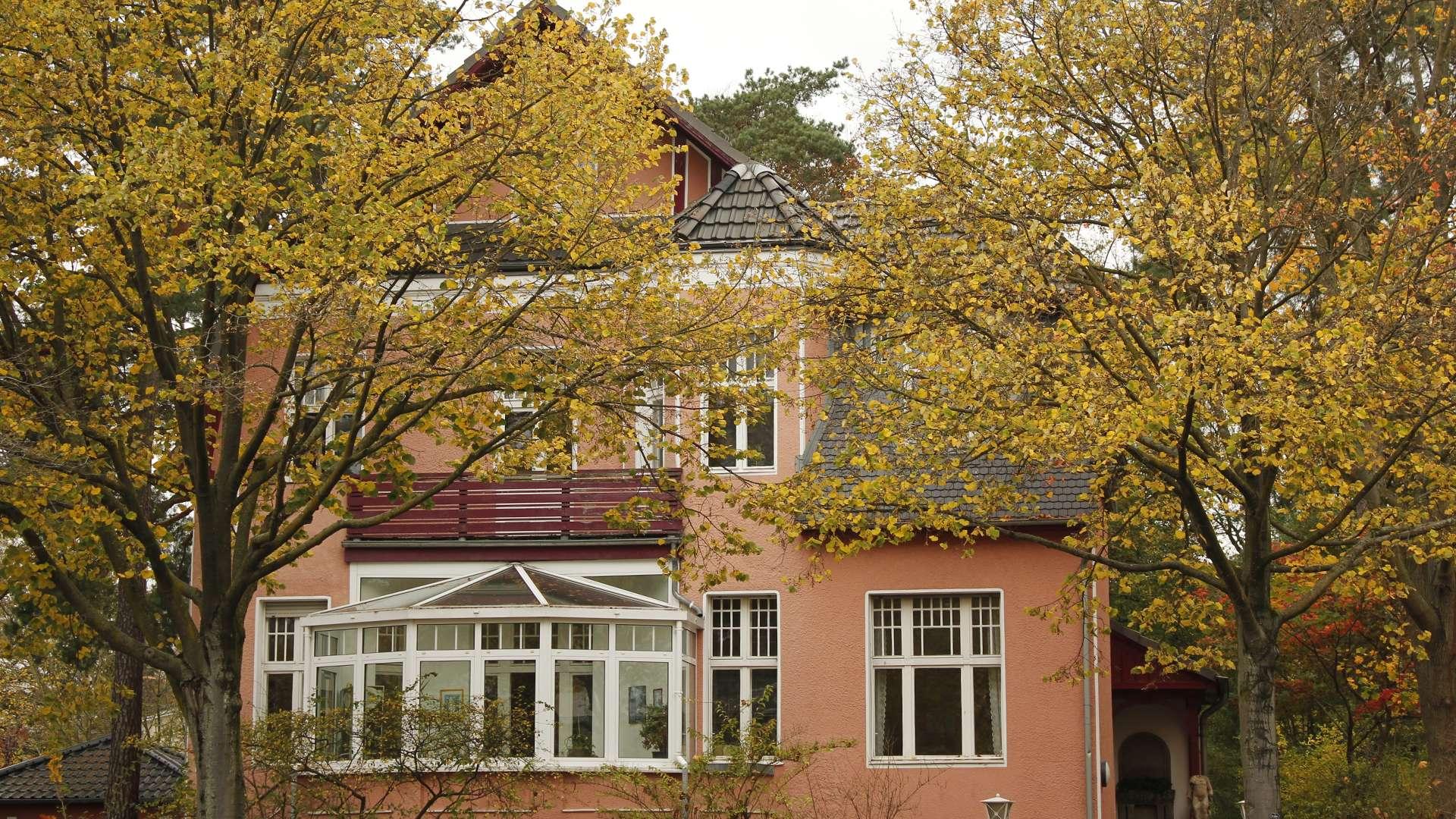Wohnhaus mit Wintergarten im Grünen von Zehlendorf