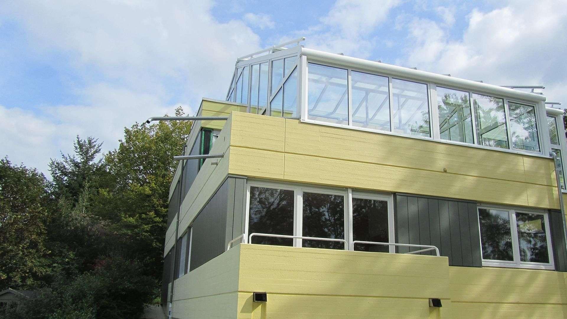 Wintergarten Akzent Plus auf dem Dach eines Mehrfamilienhauses