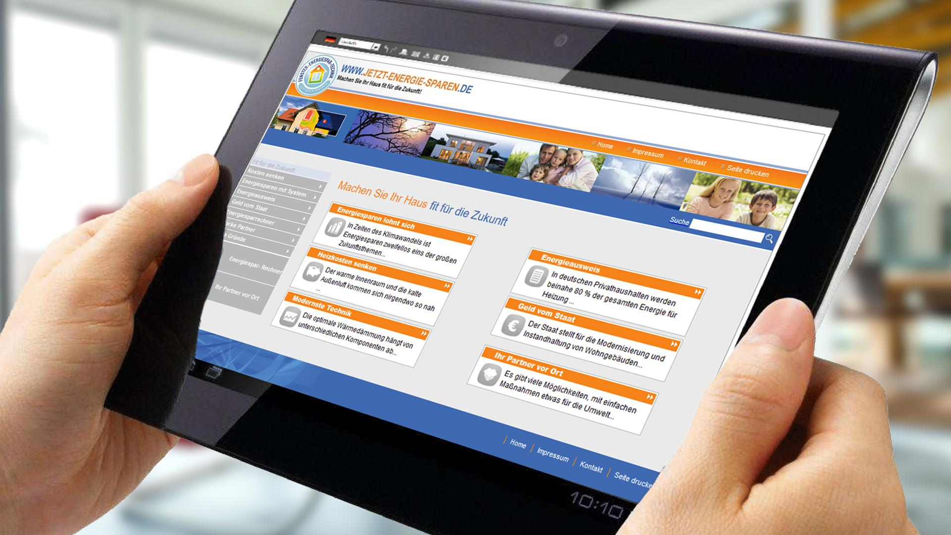 zwei Hände mit Tablet, auf dem der Höfler Energiespar-Rechner geöffnet ist