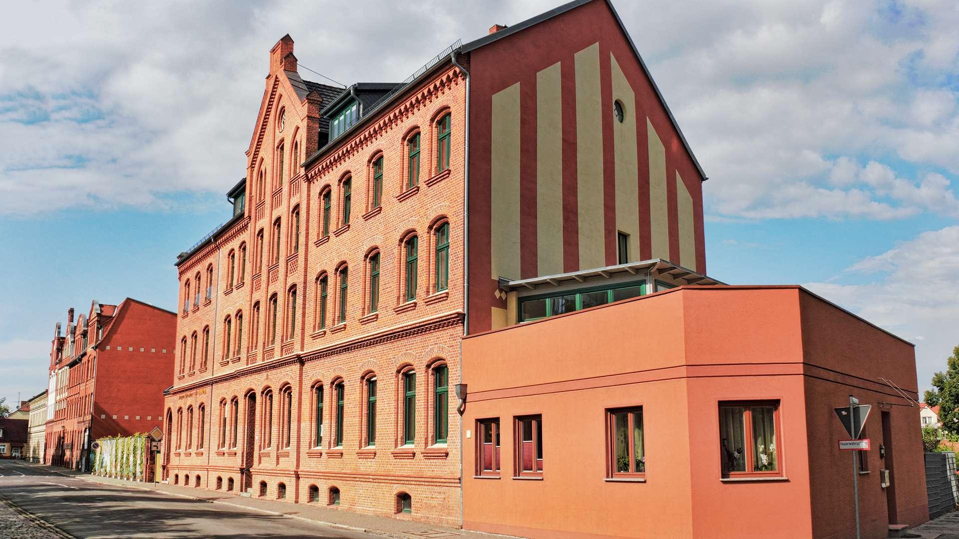 großes Wohngebäude in Stendal