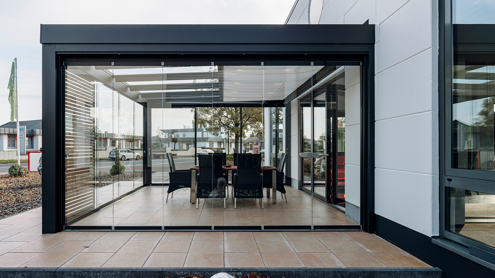 SDL Acubis Terrassendach in der Außenausstellung von Linara Ahaus in Ahaus