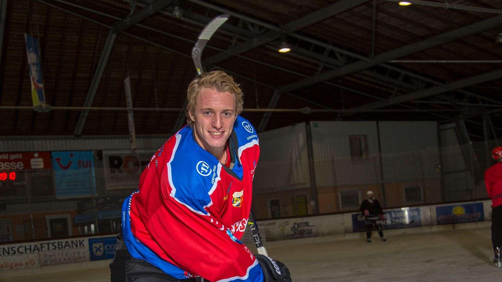 Linara-Mitarbeiter Brückner beim Eishockey spielen