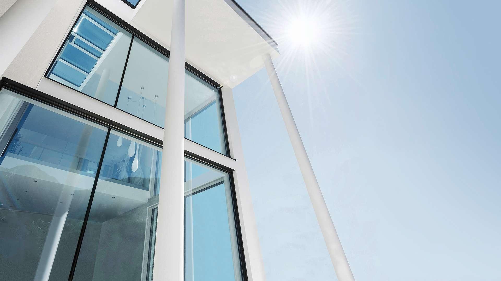 Gebäude mit Fenstern aus Eclaz Wärmeschutzglas von Internorm