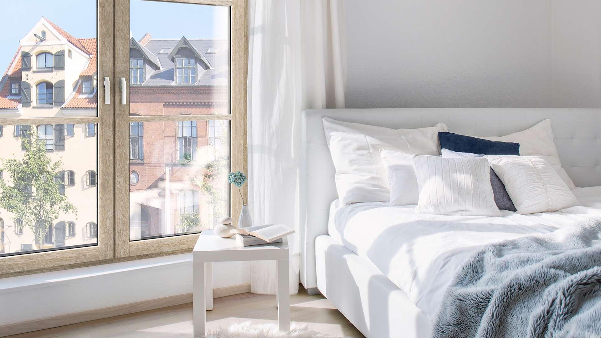 Schlafzimmer mit Fenster aus Eclaz Wärmeschutzglas von Internorm