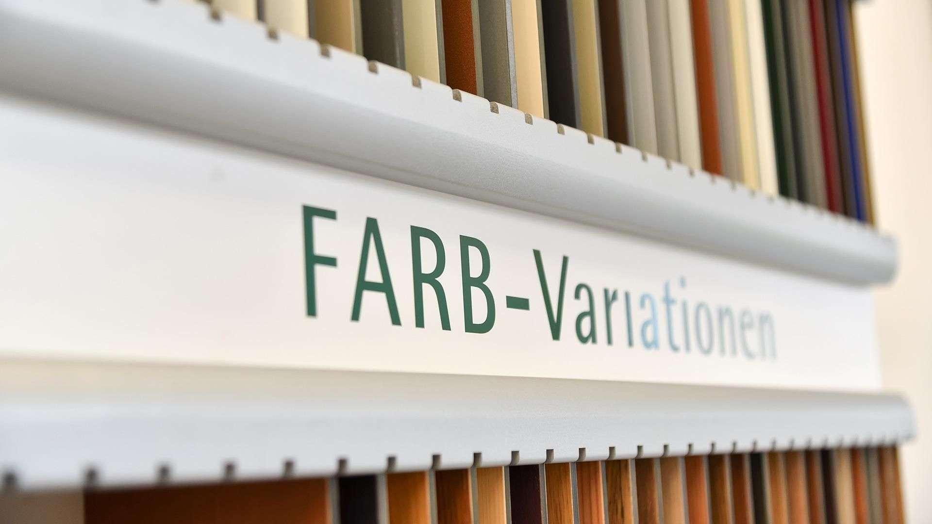 Farbmuster in der Ausstellung von Linara in Kaufbeuren