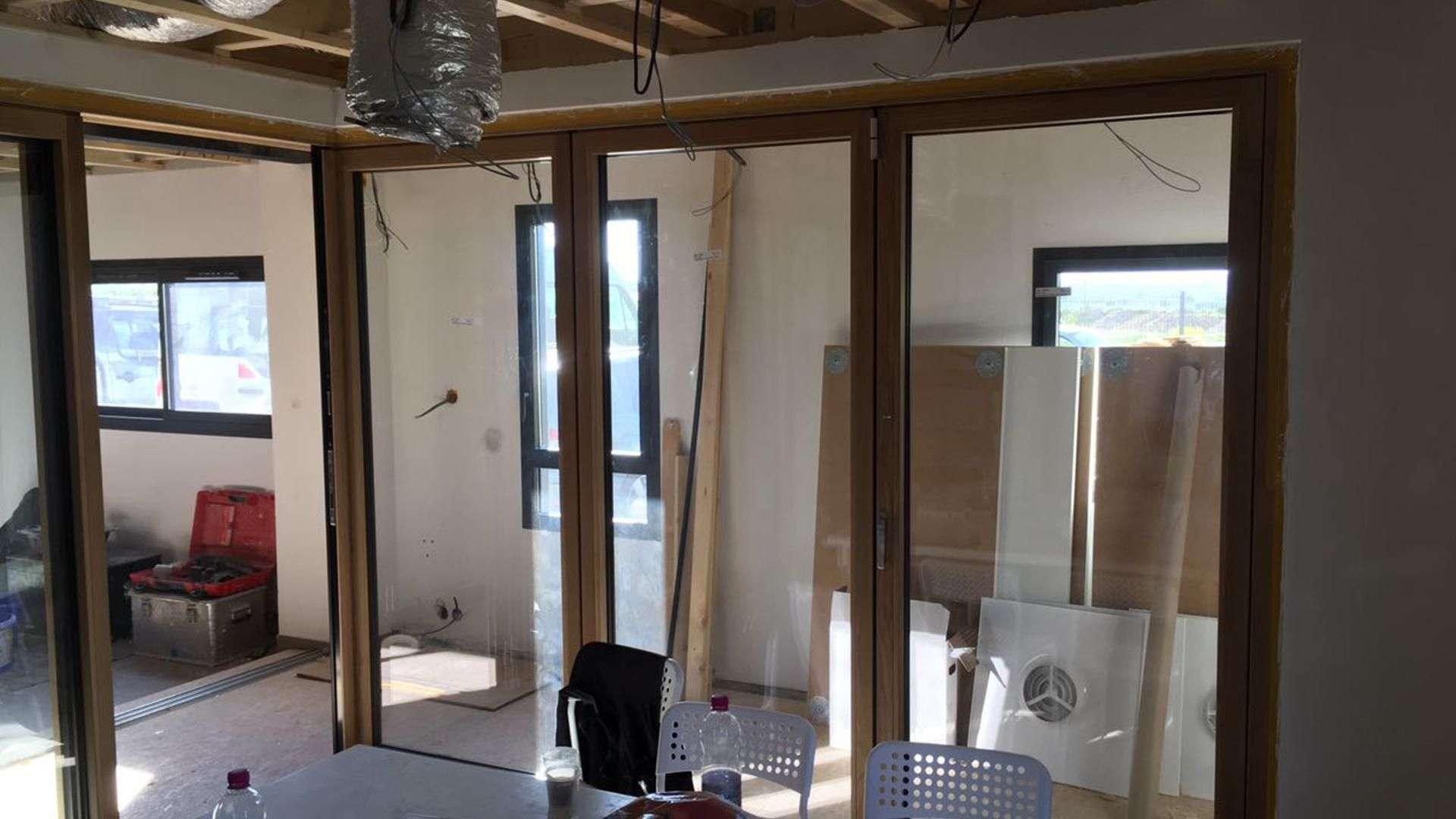Bau einer Glas-Faltwnad