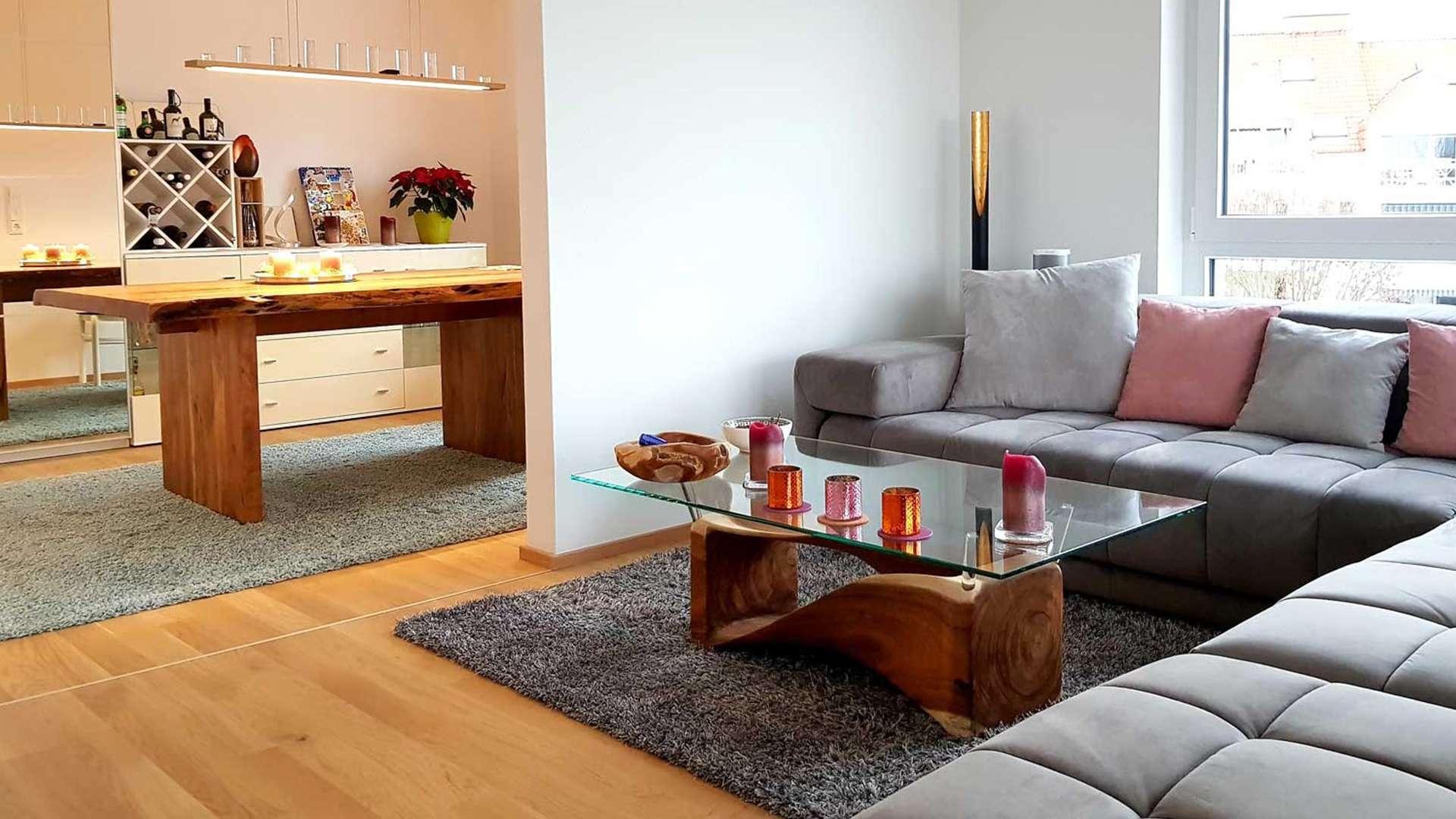 Wohnzimmer mit Picassi Wohnzimmertisch und Esstisch