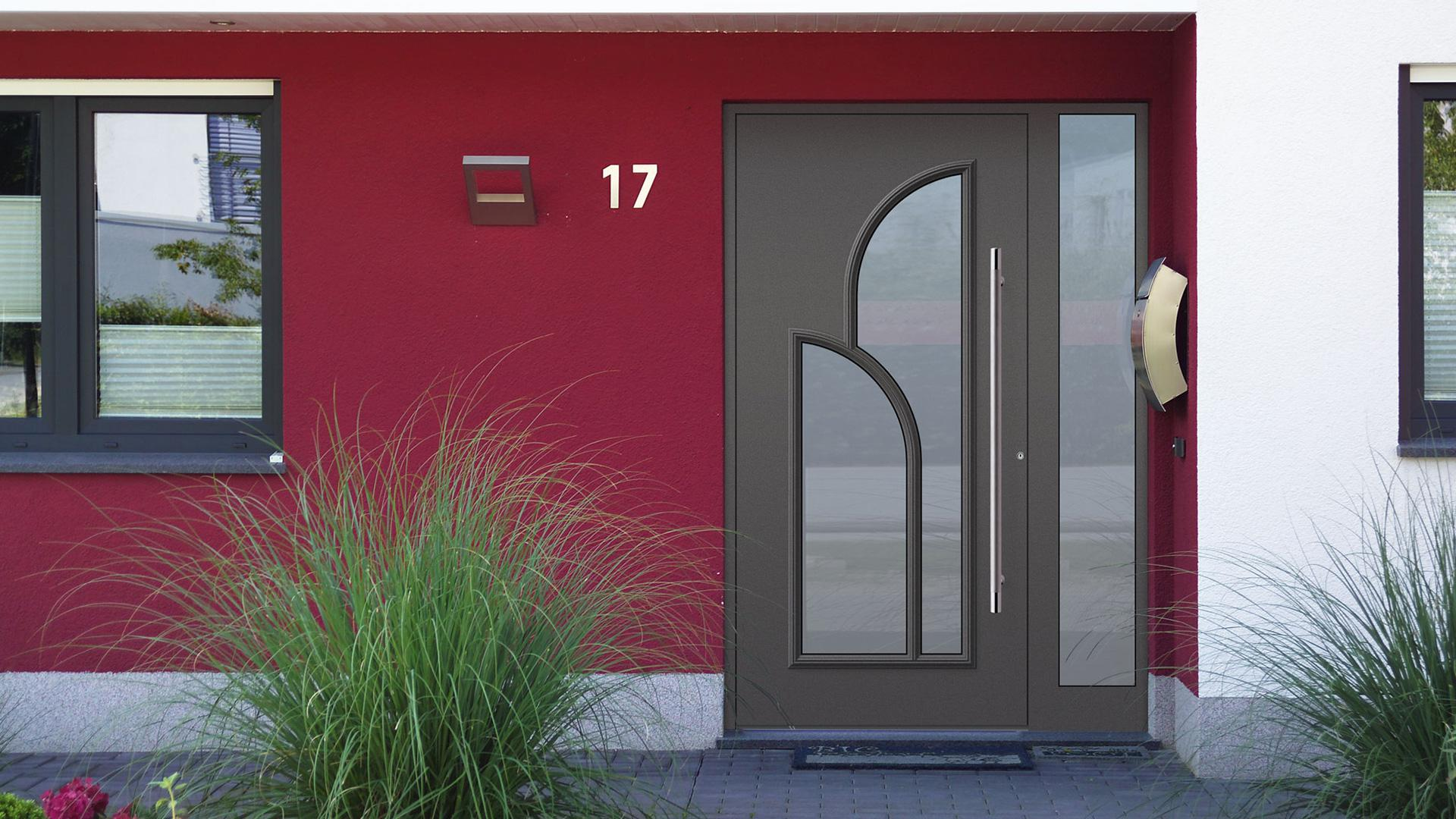 Kompotherm Haustür im Dürer-Design in roter Fassade