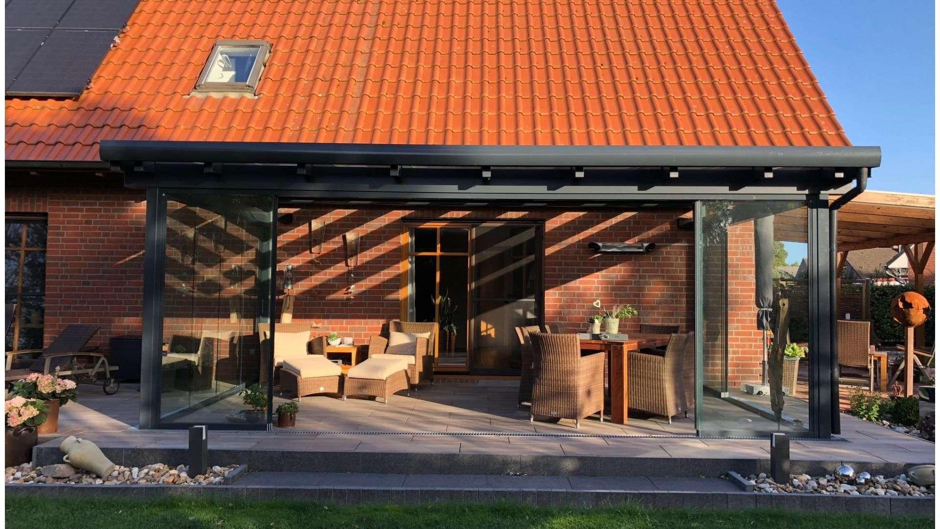 Glashaus auf der Terrasse eines Wohnhauses