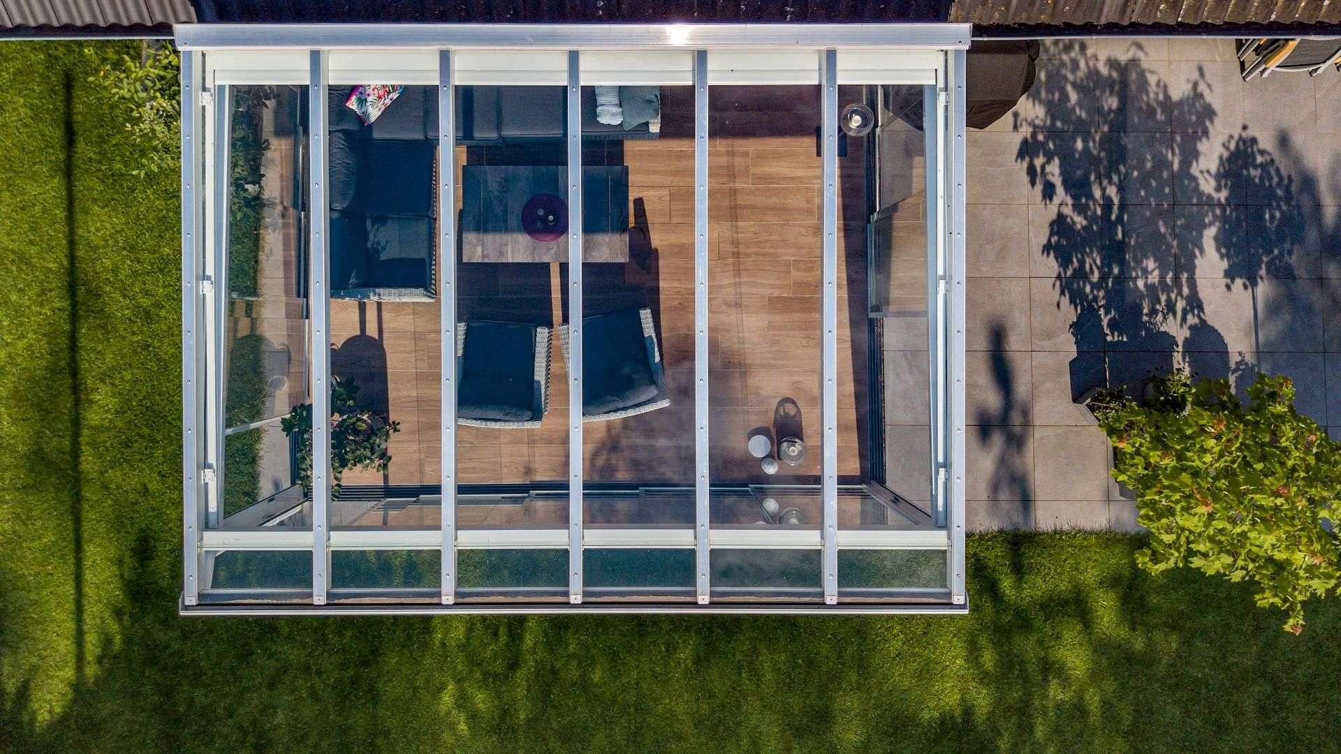 weißes Glashaus von oben in Buchholz in der Nordheide