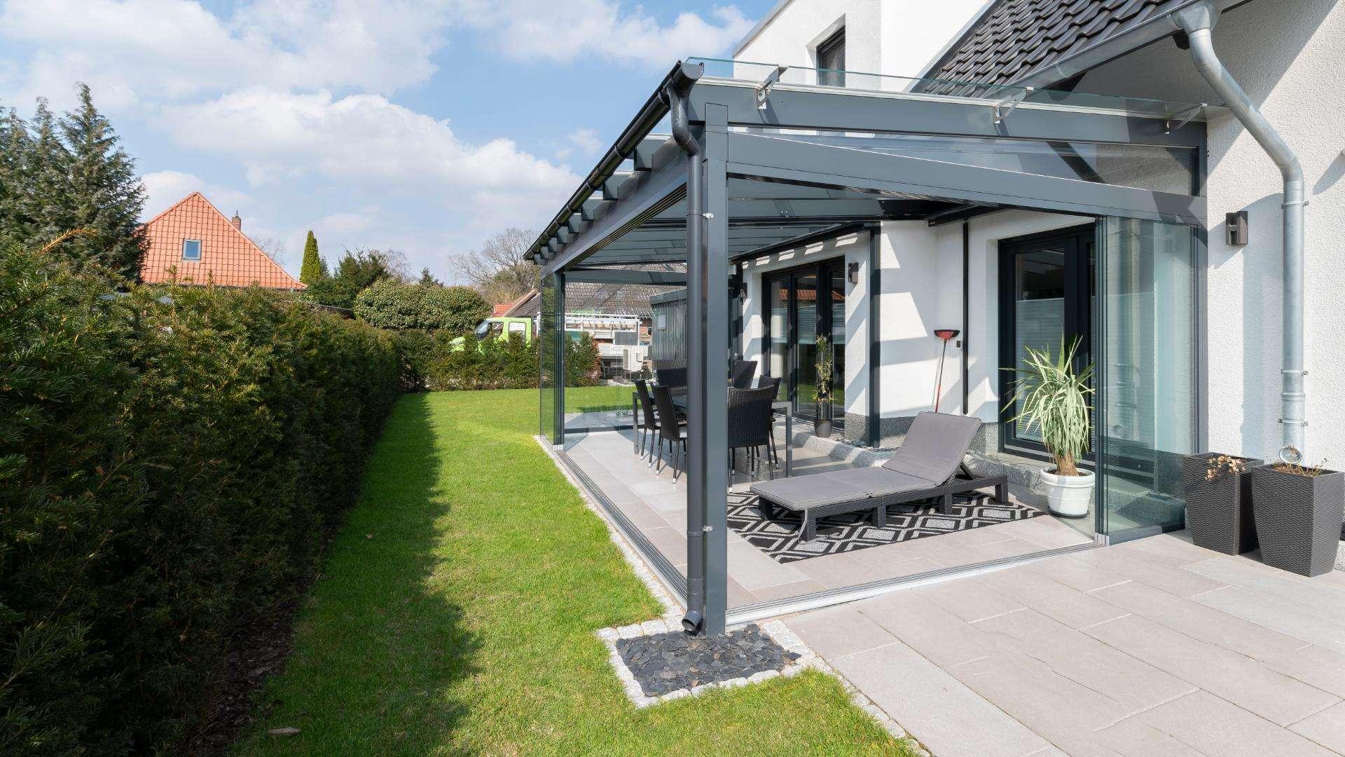 Glashaus an einem Einfamilienhaus in Buchholz