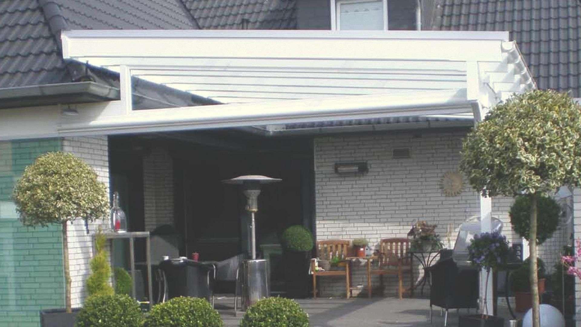 Sonderlösung eines Terrassendaches, welches auf der Dach des Hauses montiert wurde