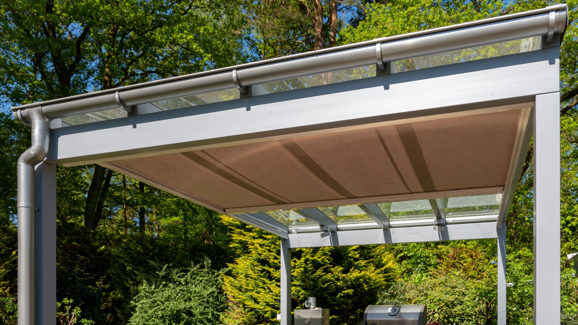 freistehendes Terrassendach mit Unterglasmarkise