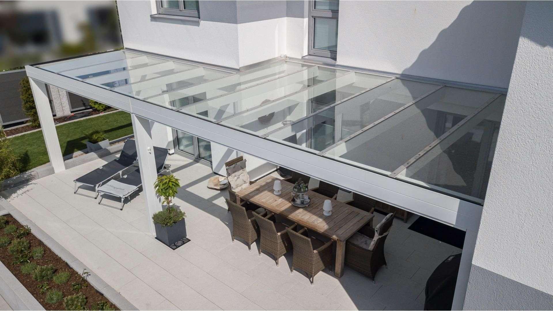 Terrassendach an einem Wohnhaus