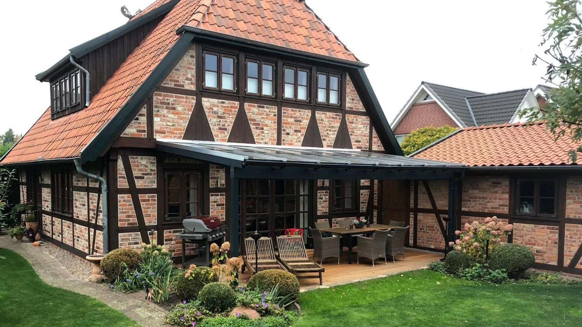 Terrassendach an einem Fachwerkhaus