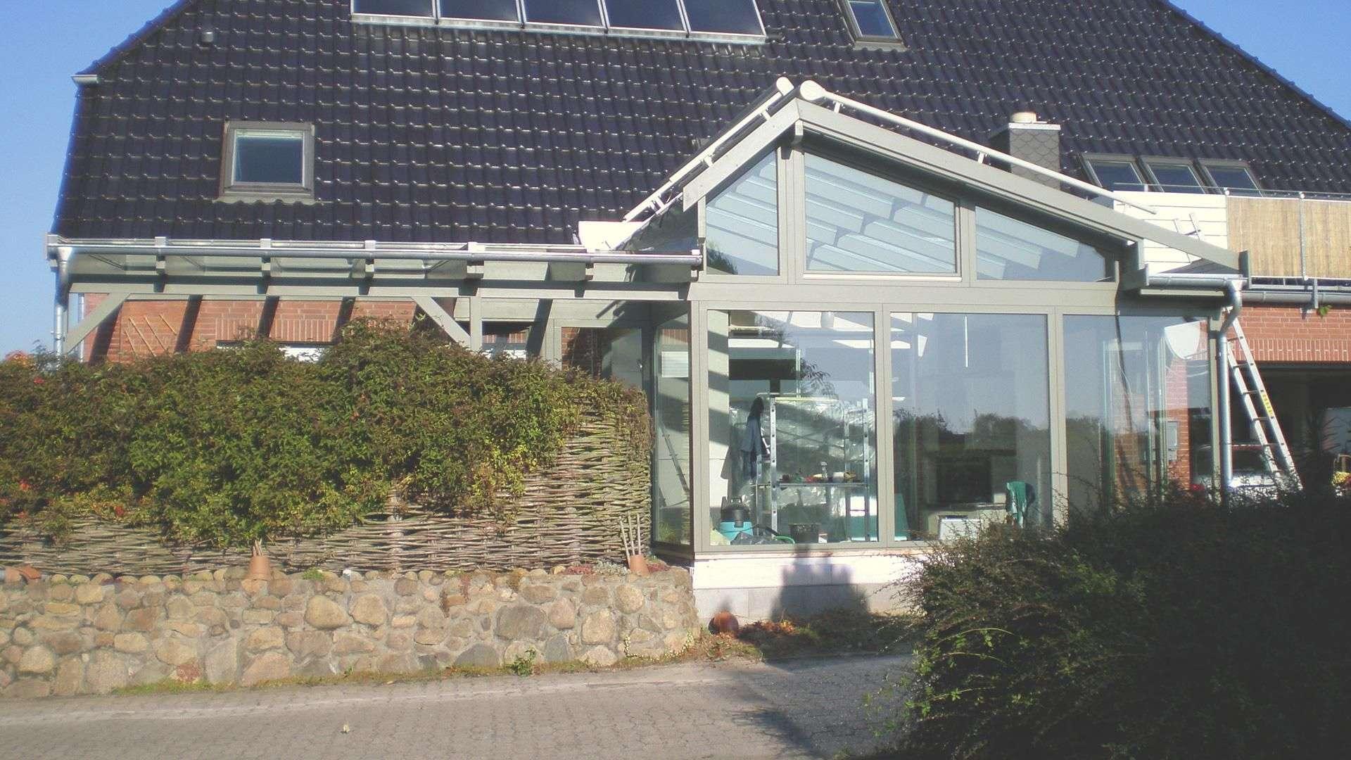 Wintergärten mit Sonderlösung in der Dachkonstruktion an einem Wohnhaus