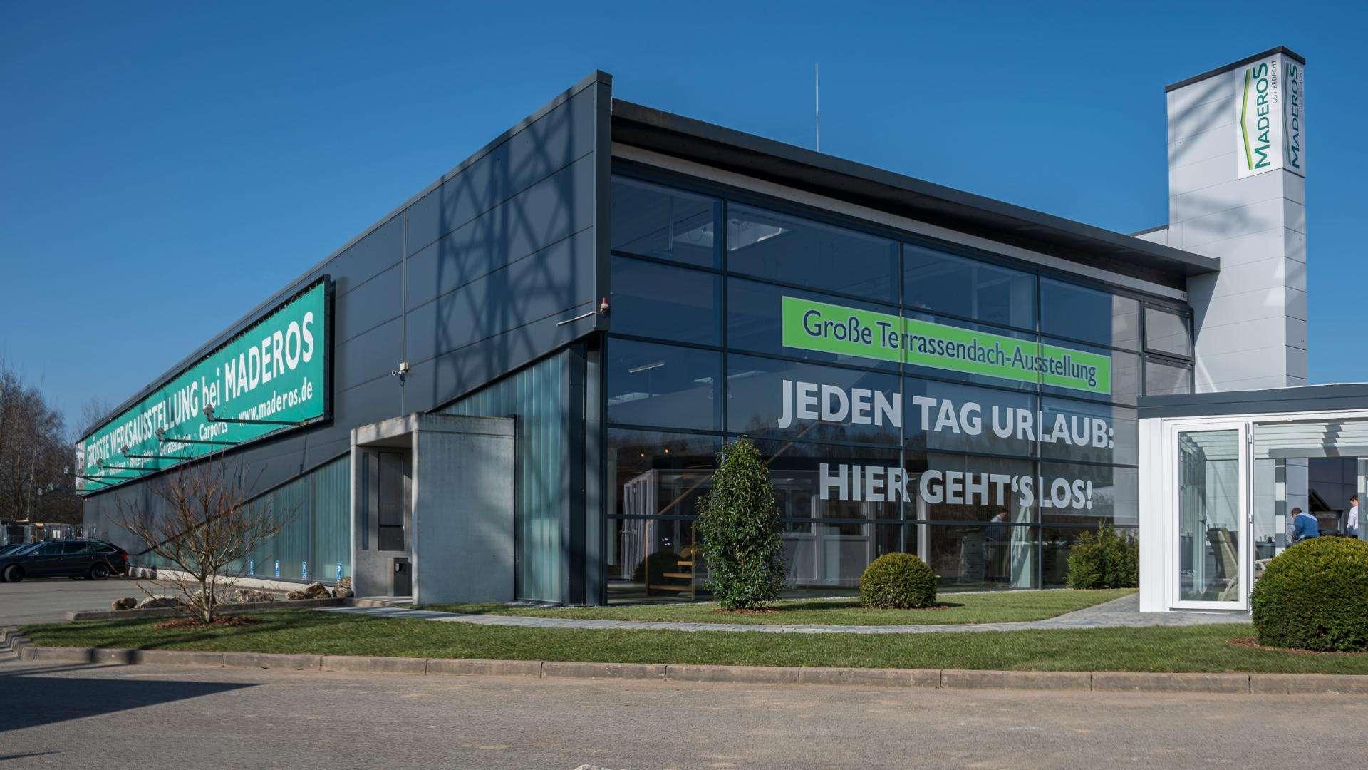 Außenansicht der Ausstellung von Maderos in Rosengarten/Nenndorf