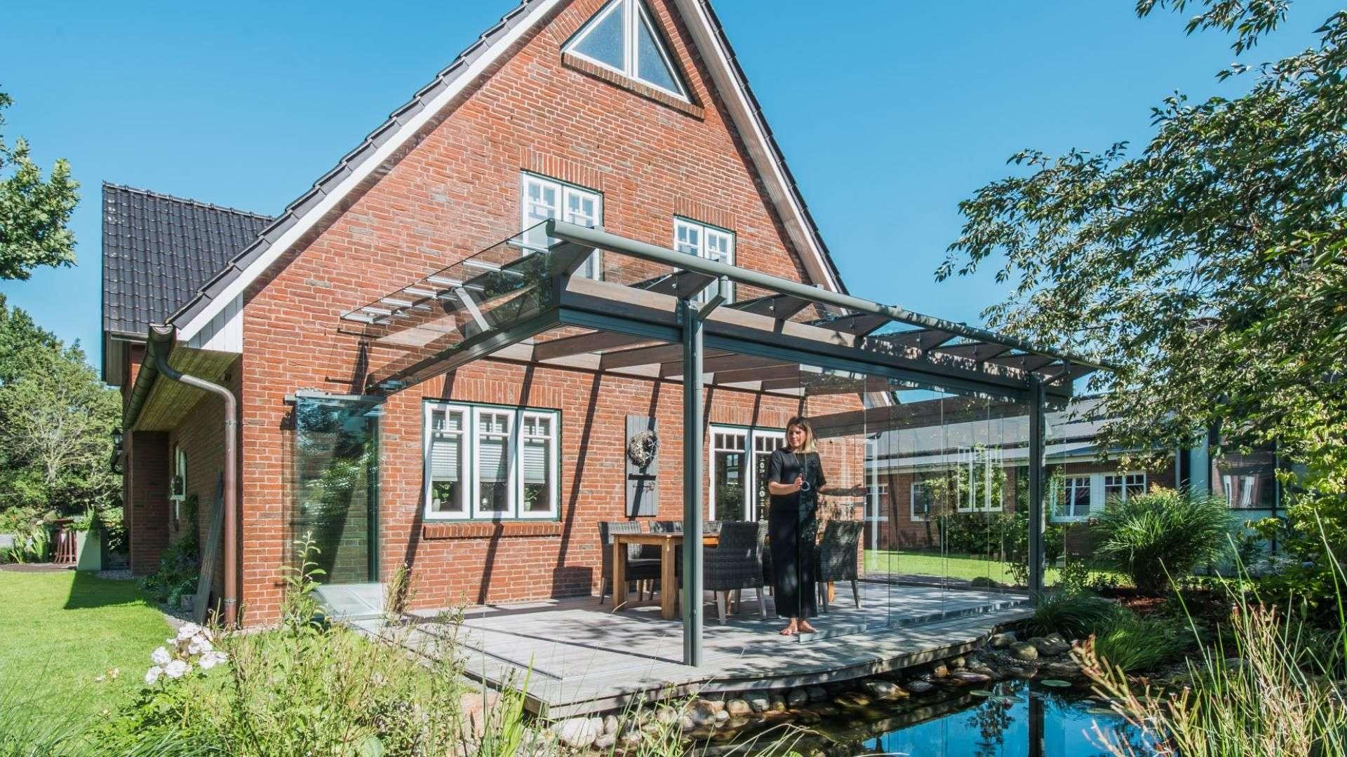 Solarlux SDL Aura Terrassendach an einem Einfamilienhaus