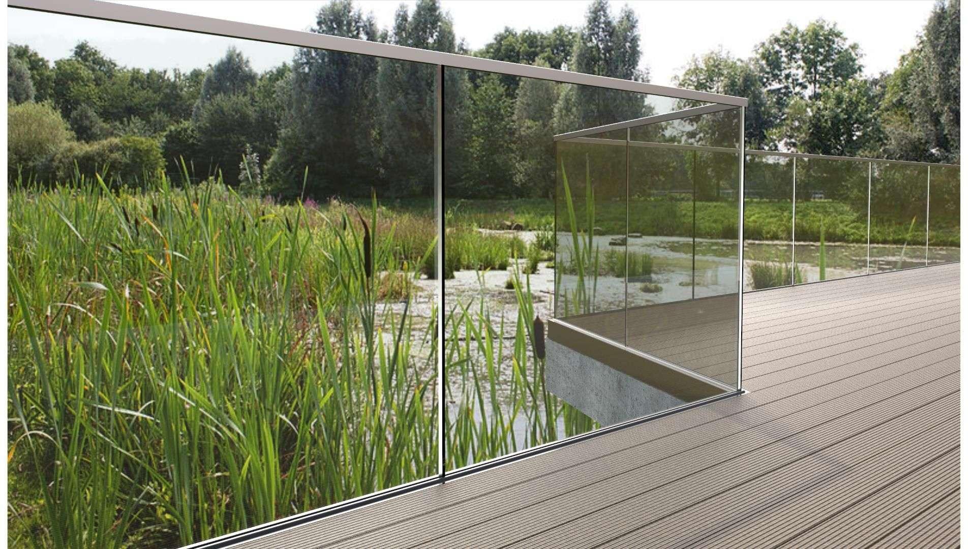 Terrasse mit einem Glas-Geländer
