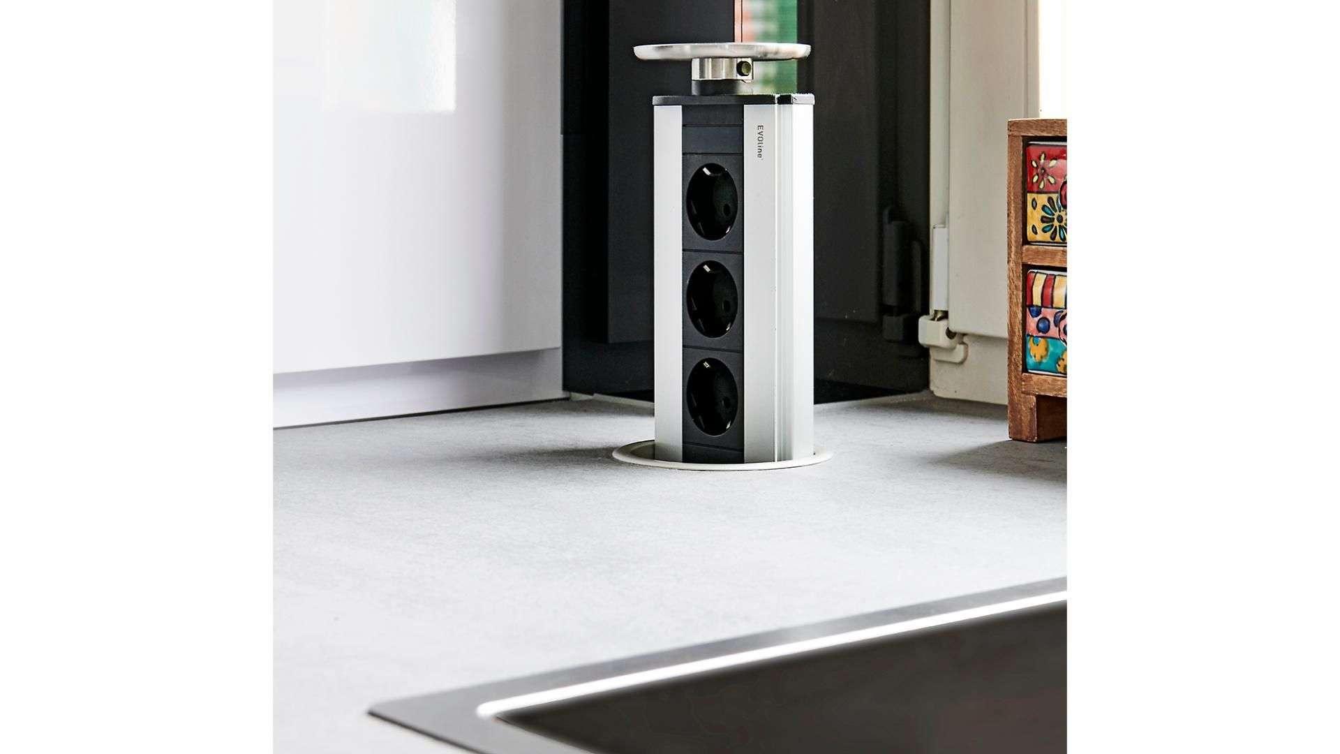Ausfahrbare Steckdosen aus einer Küchenzeile