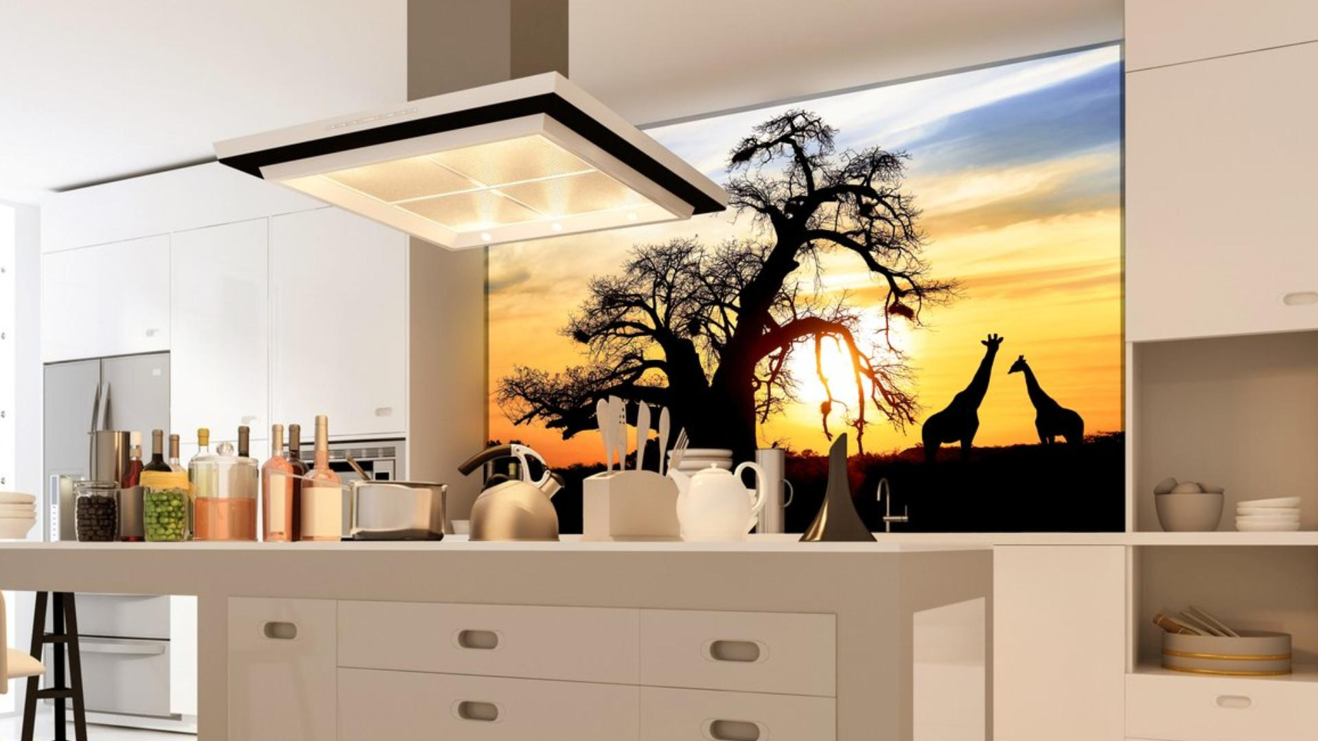 Cleverglas mit Motivdruck in einer Küche