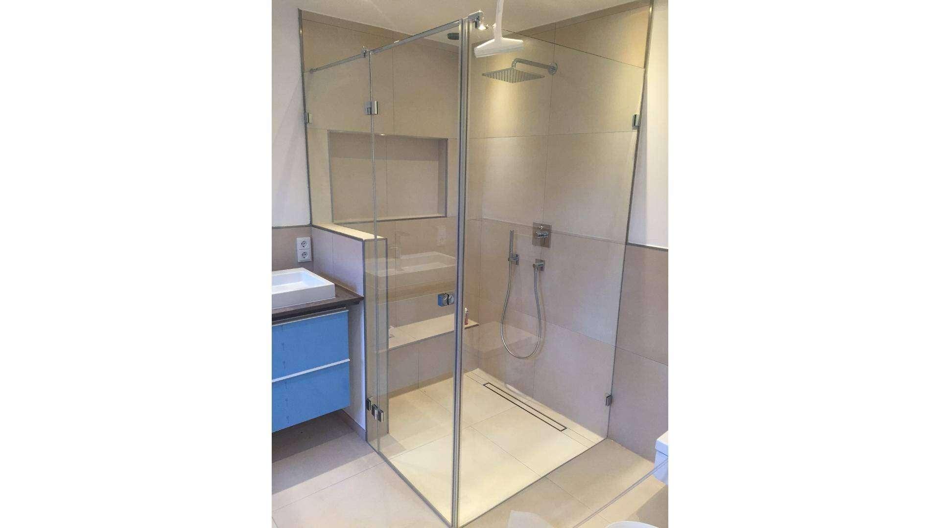 Dusche in einem Badezimmer