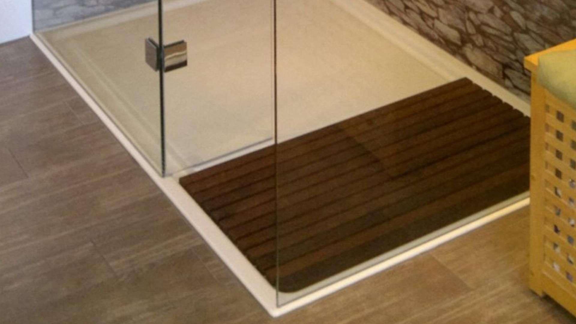 Duschwanne mit zwei Glaswänden