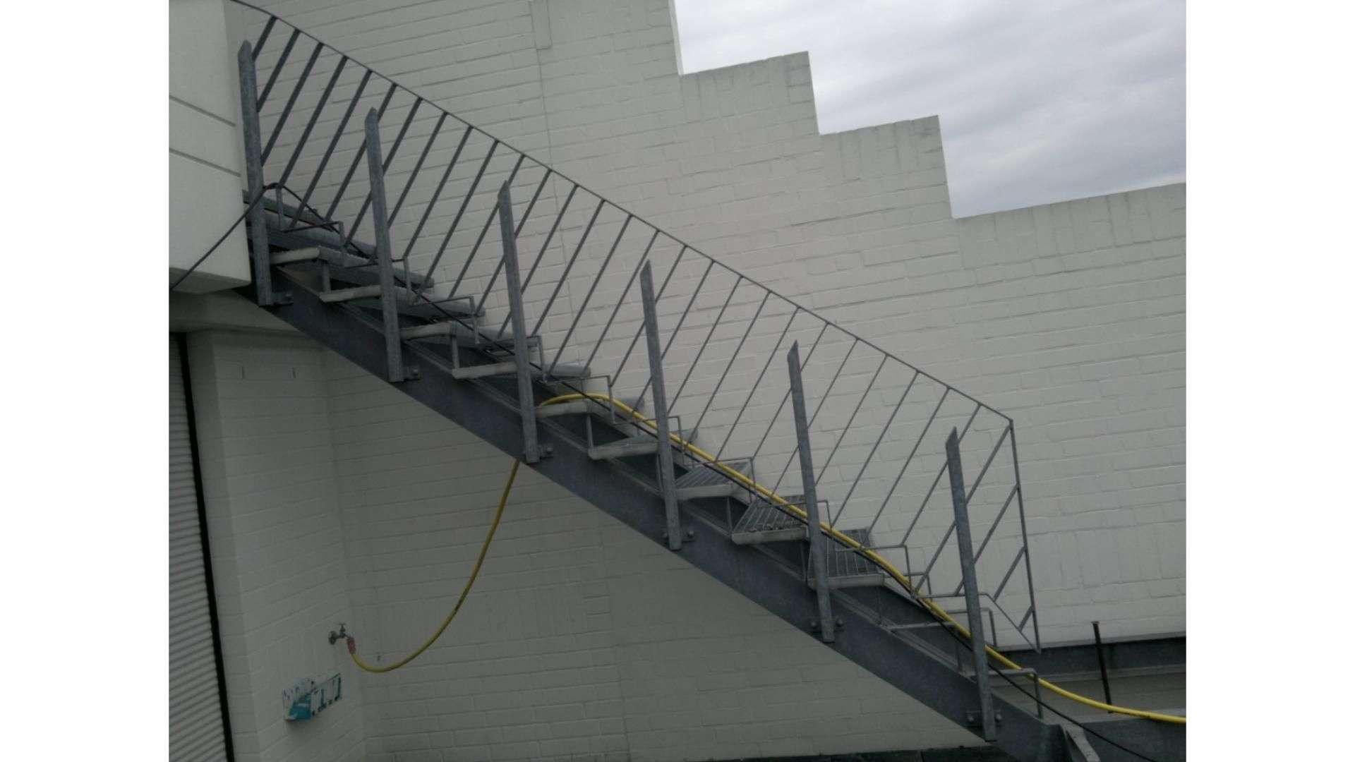 Treppe mit Stahlgeländer