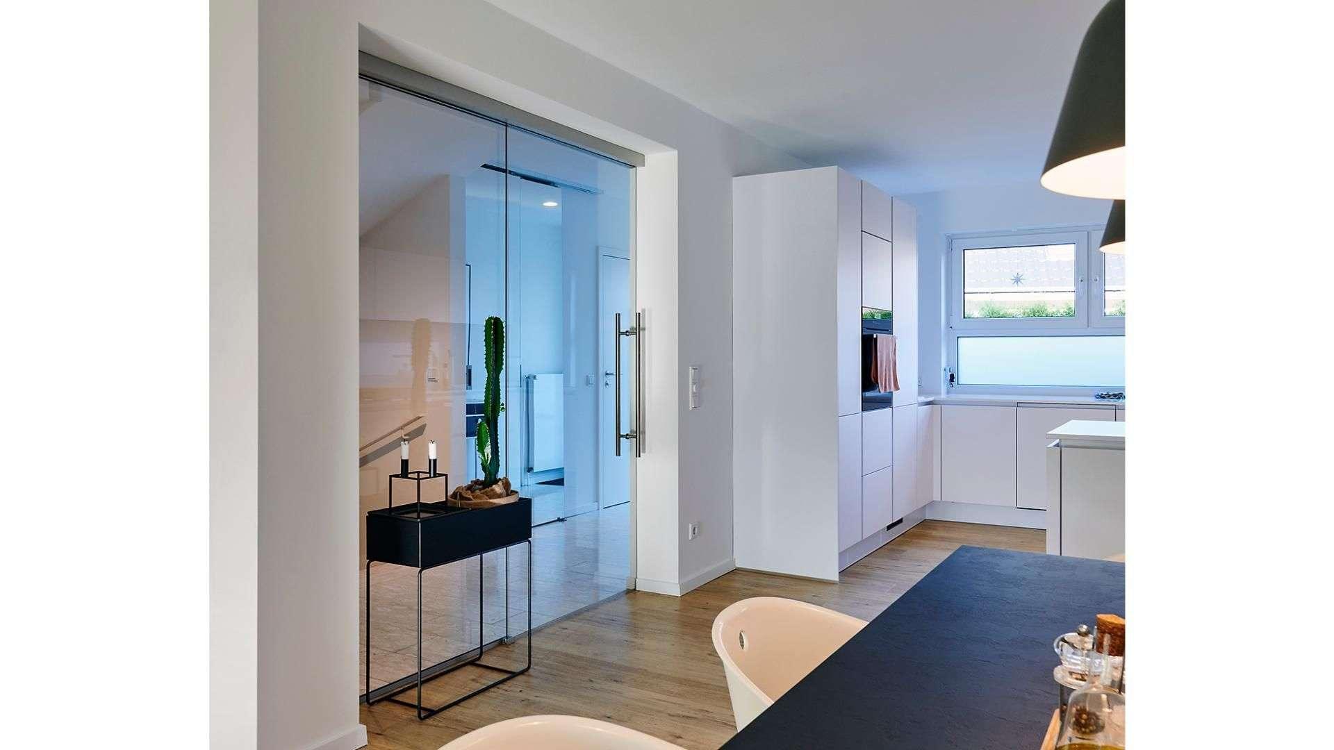 doppelflüglige Glastür in einer Küche