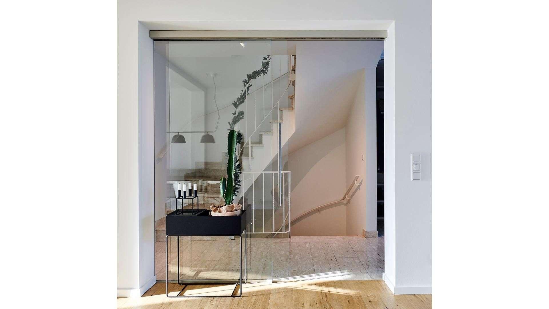 Glastür in einem Treppenhaus