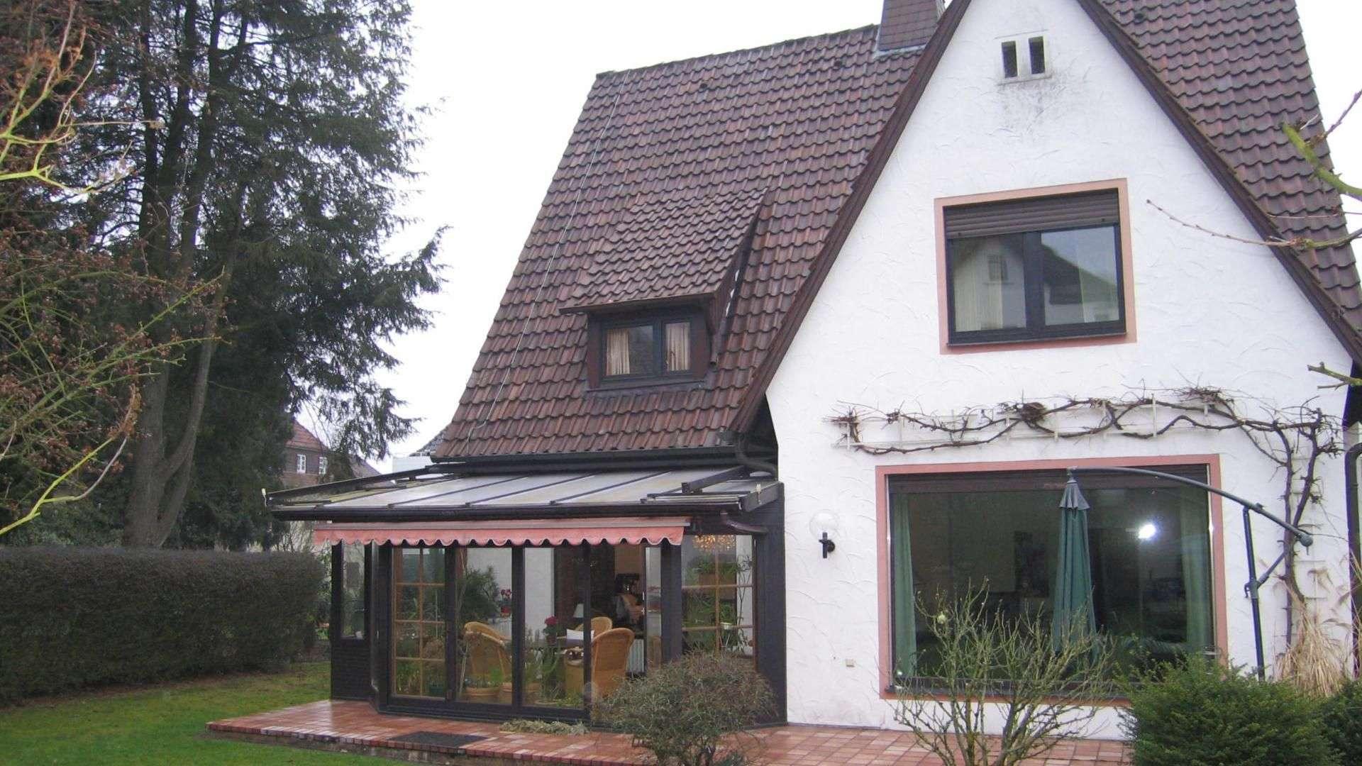 Einfamilienhaus mit Wintergarten mit Markise