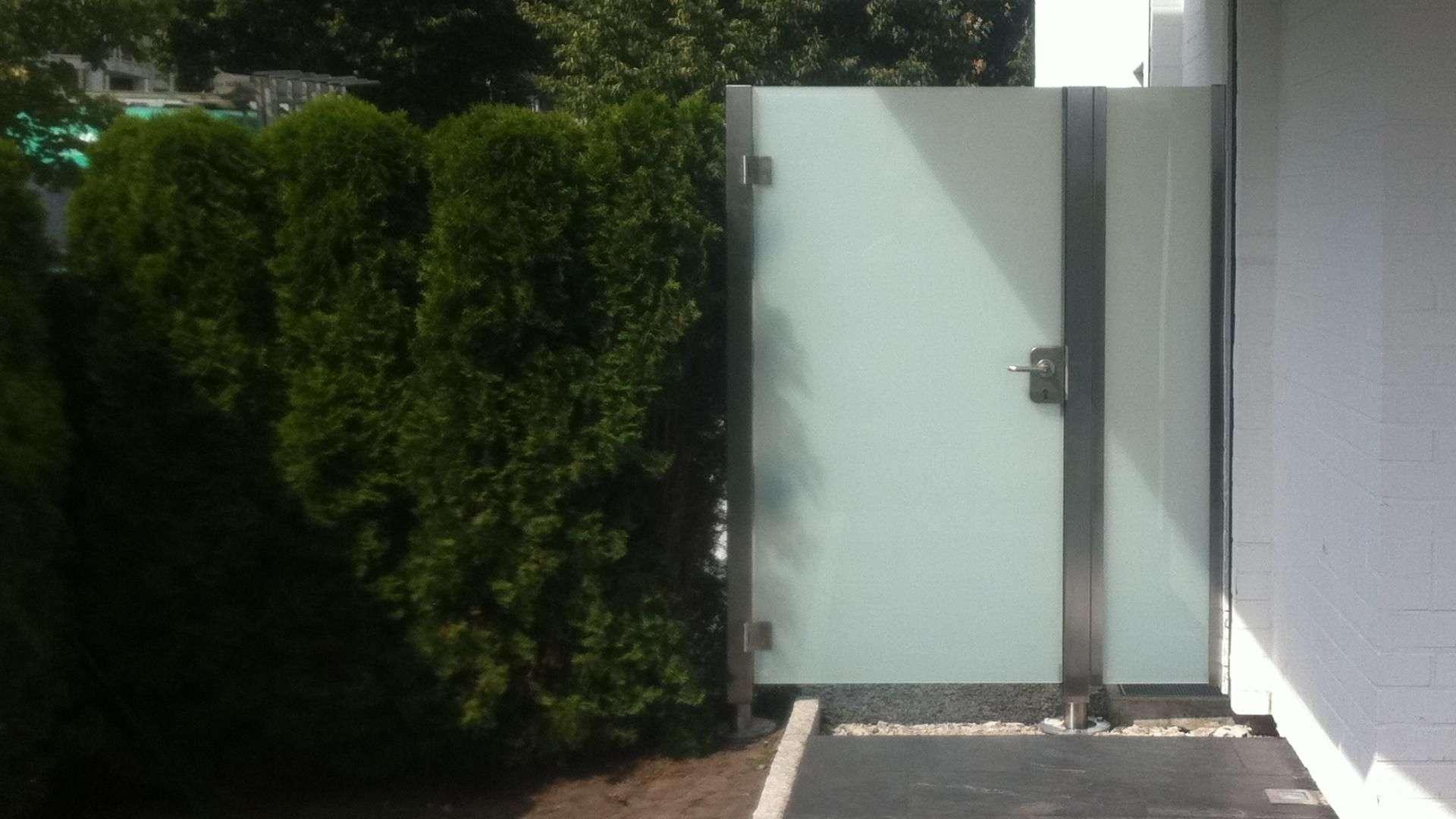Glastür las Nebeneingang zum Garten