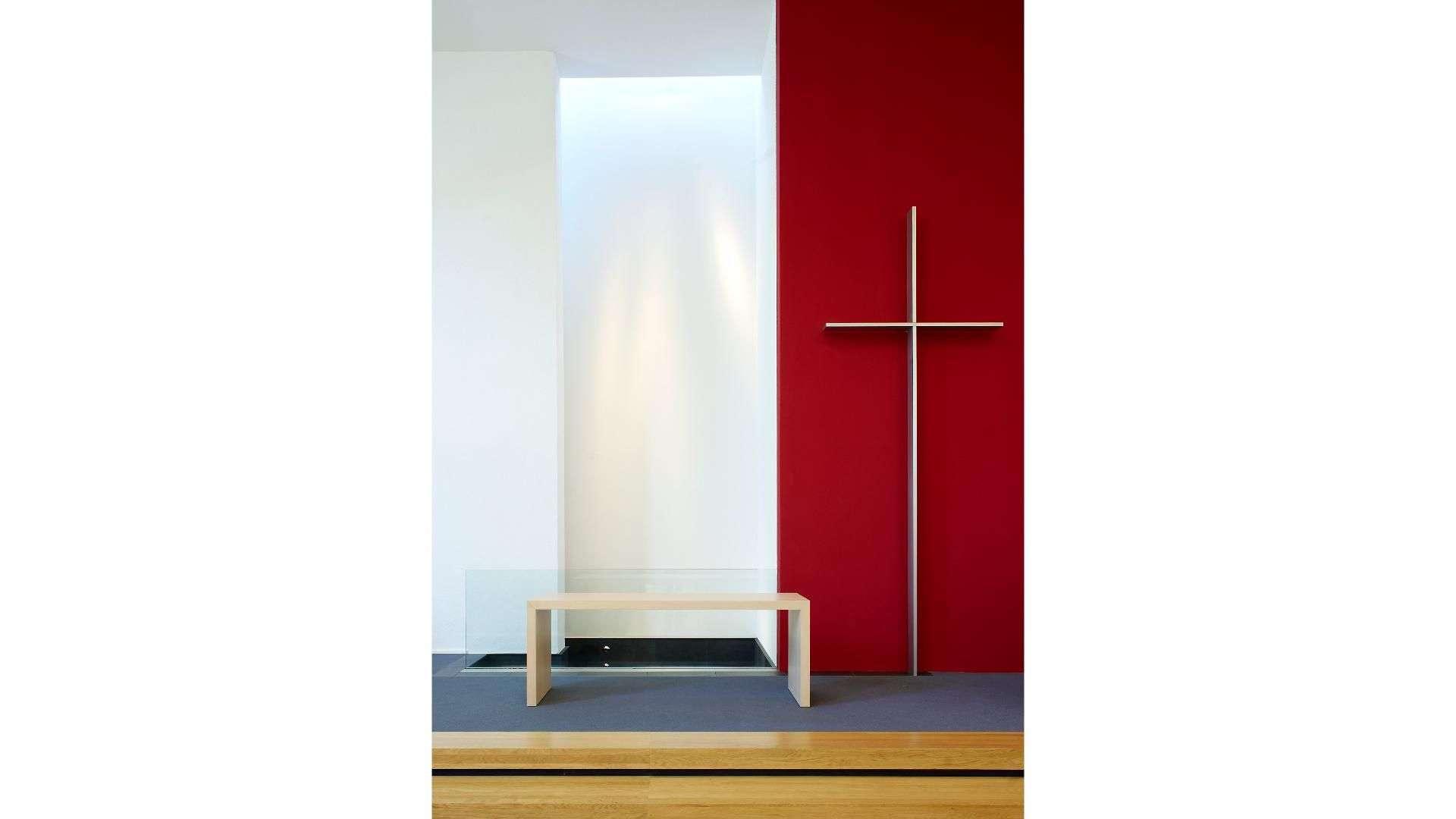 Blick auf den Altar einer Kirche