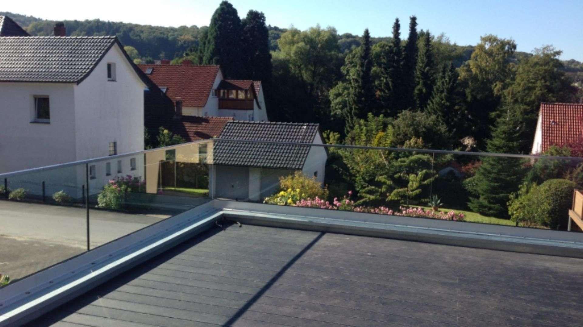 Dachterrasse mit Glas-Geländer