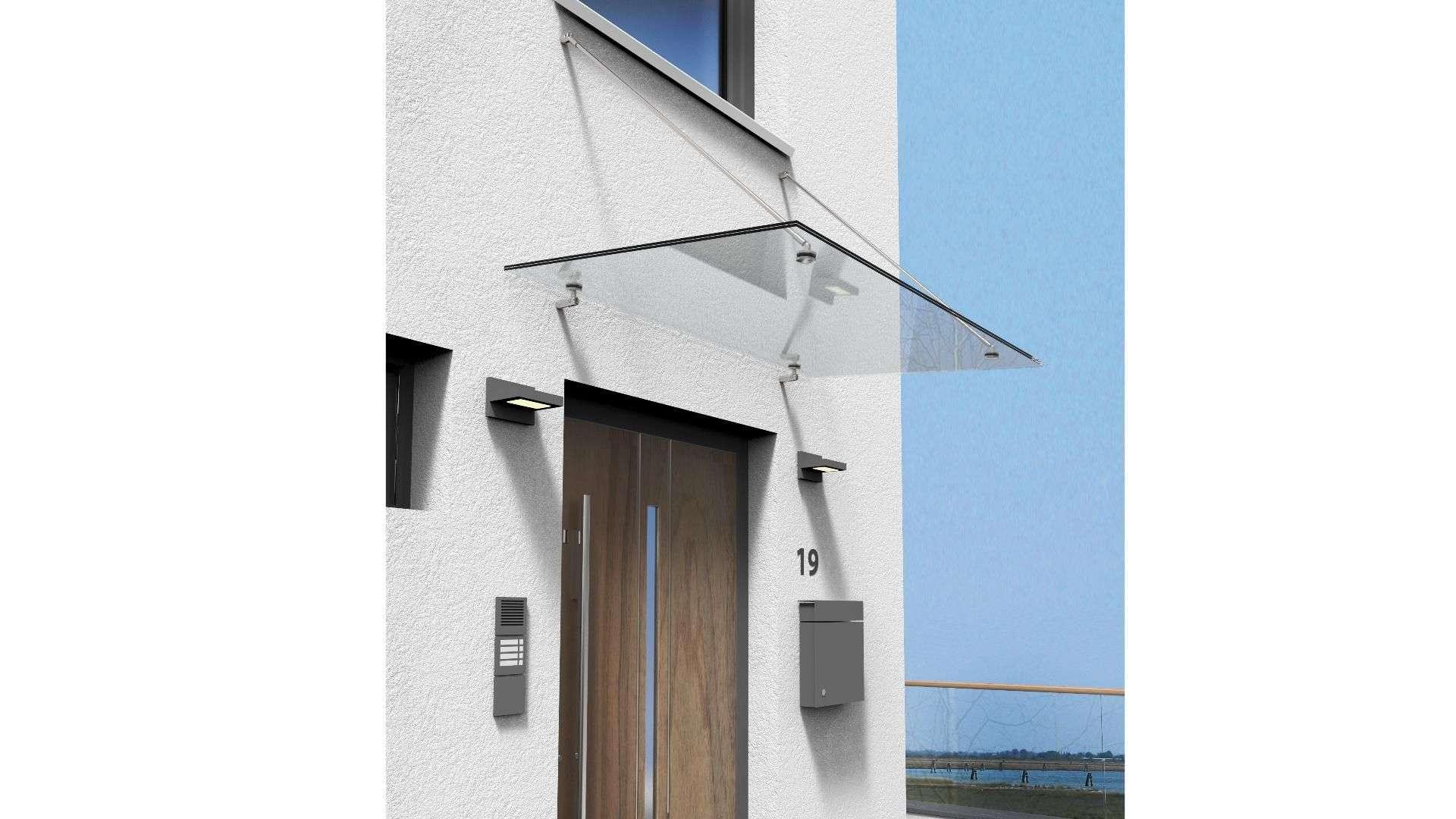 Vordach Typ Z 08 aus Glas über einer Haustür