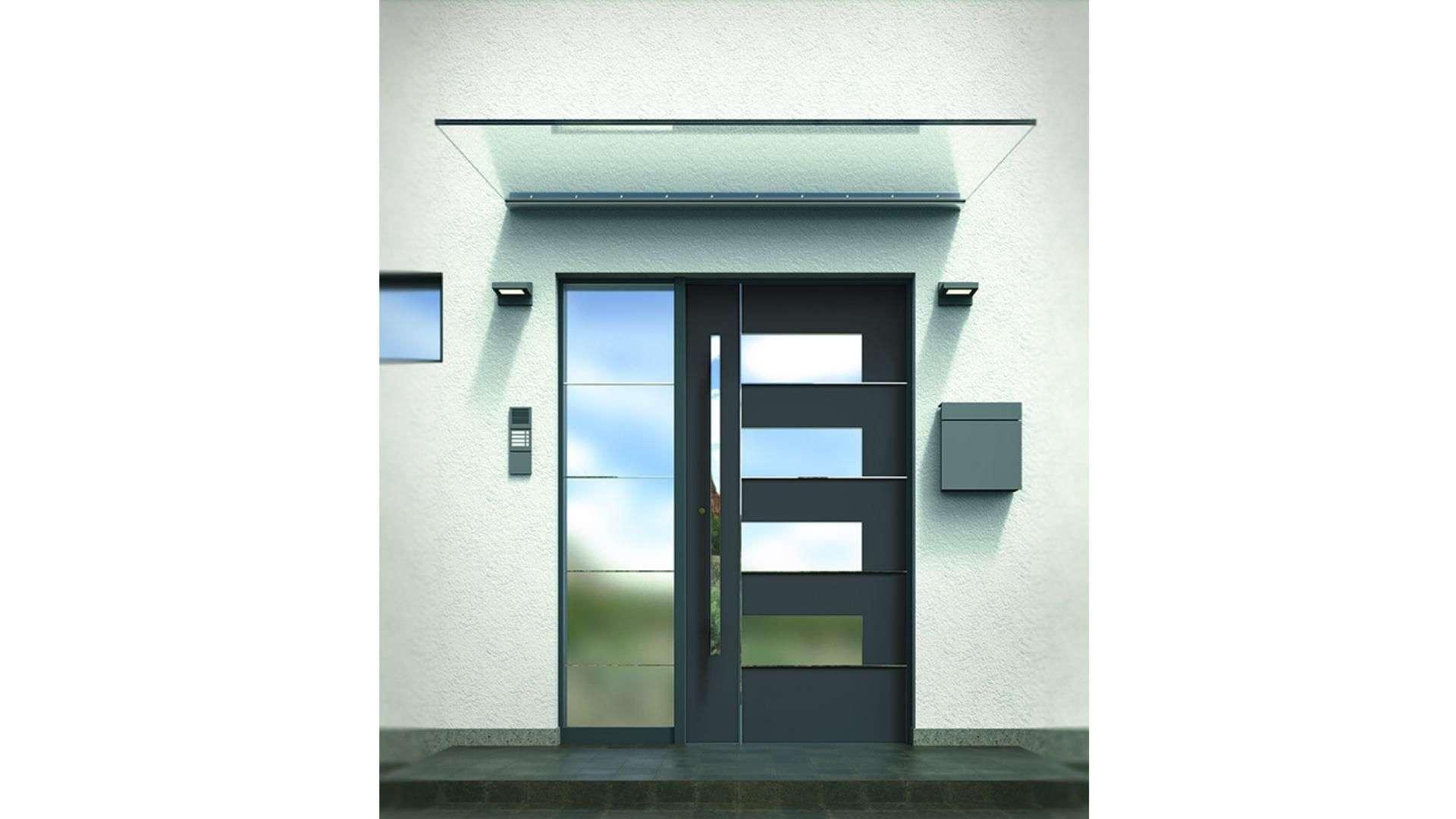 Vordach VD 1510 aus Glas über einer Haustür