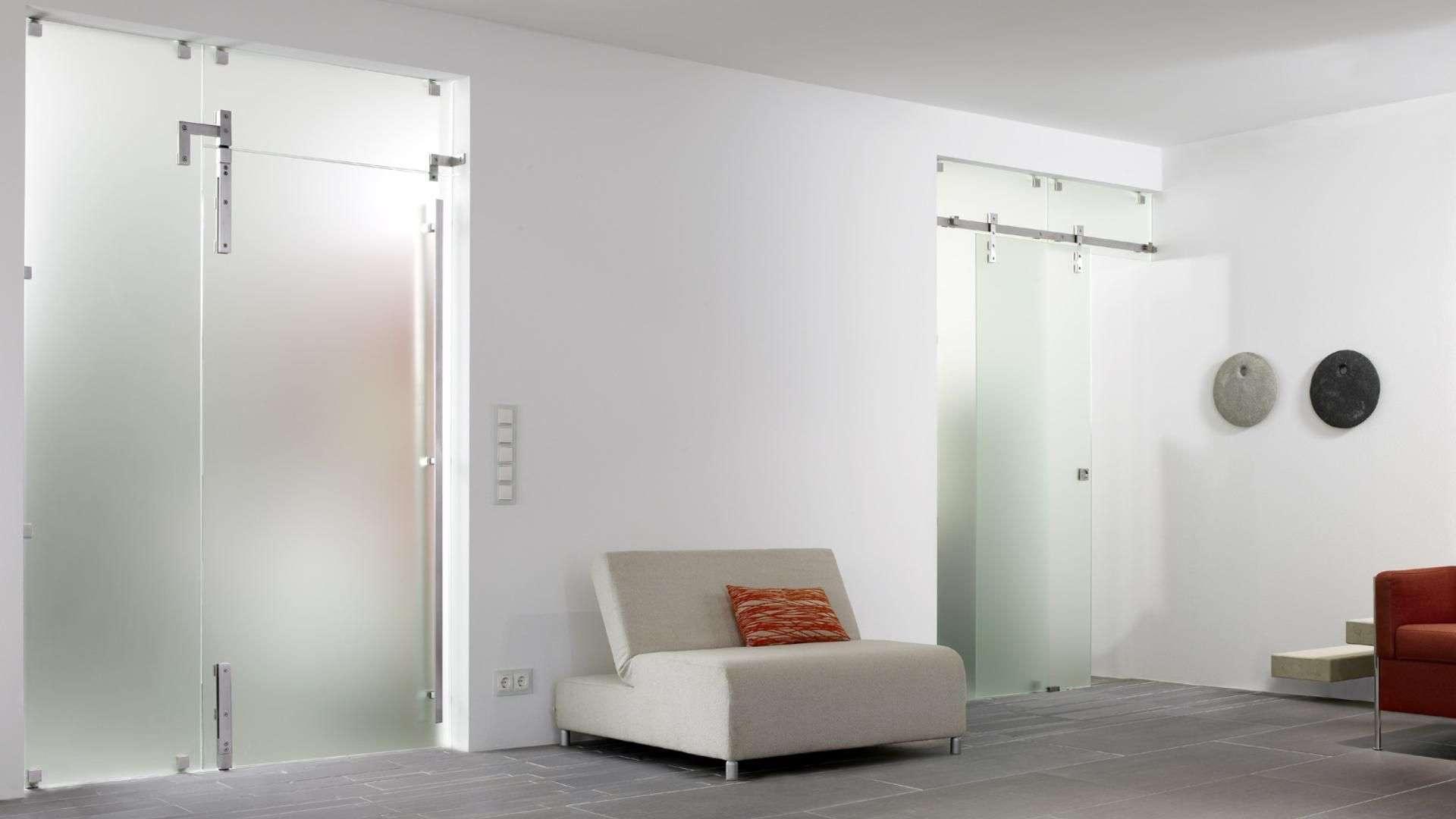 zwei Schiebetüren aus Glas