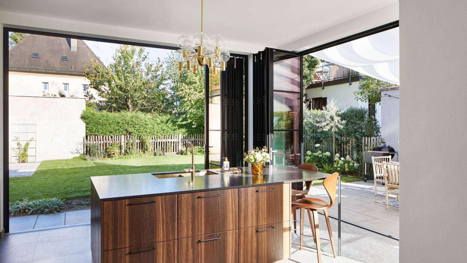 highline Glas-Faltwand in einer Küche