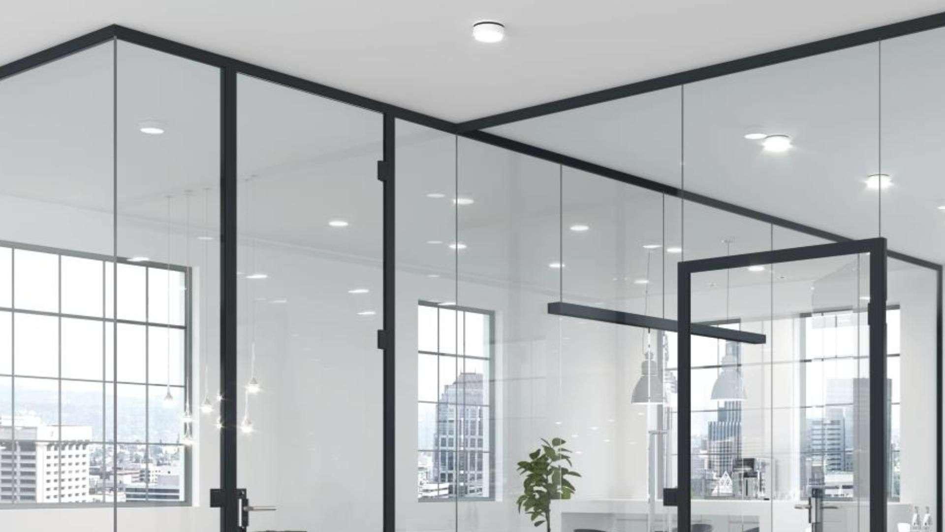 Verglasung in einem Bürogebäude