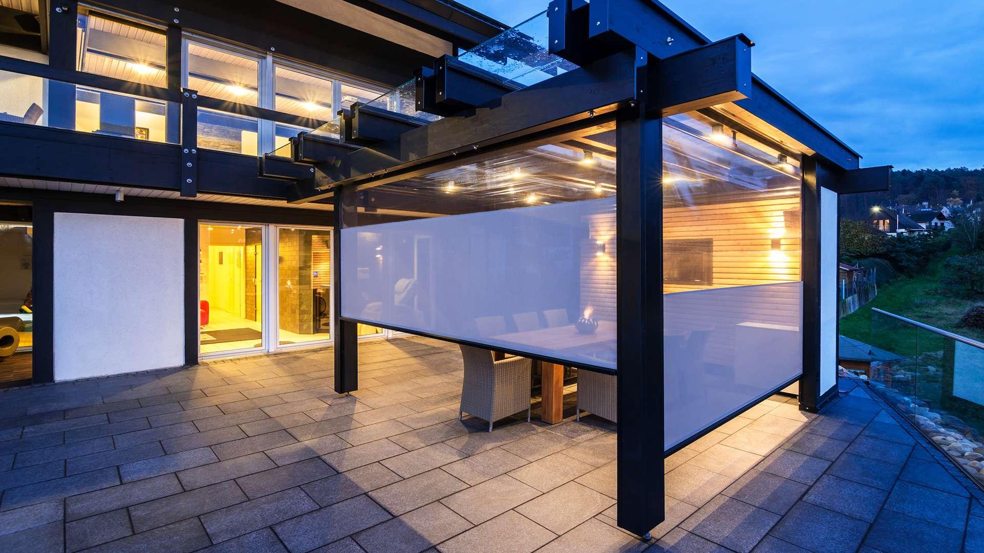 Terrassendach mit Textilscreens
