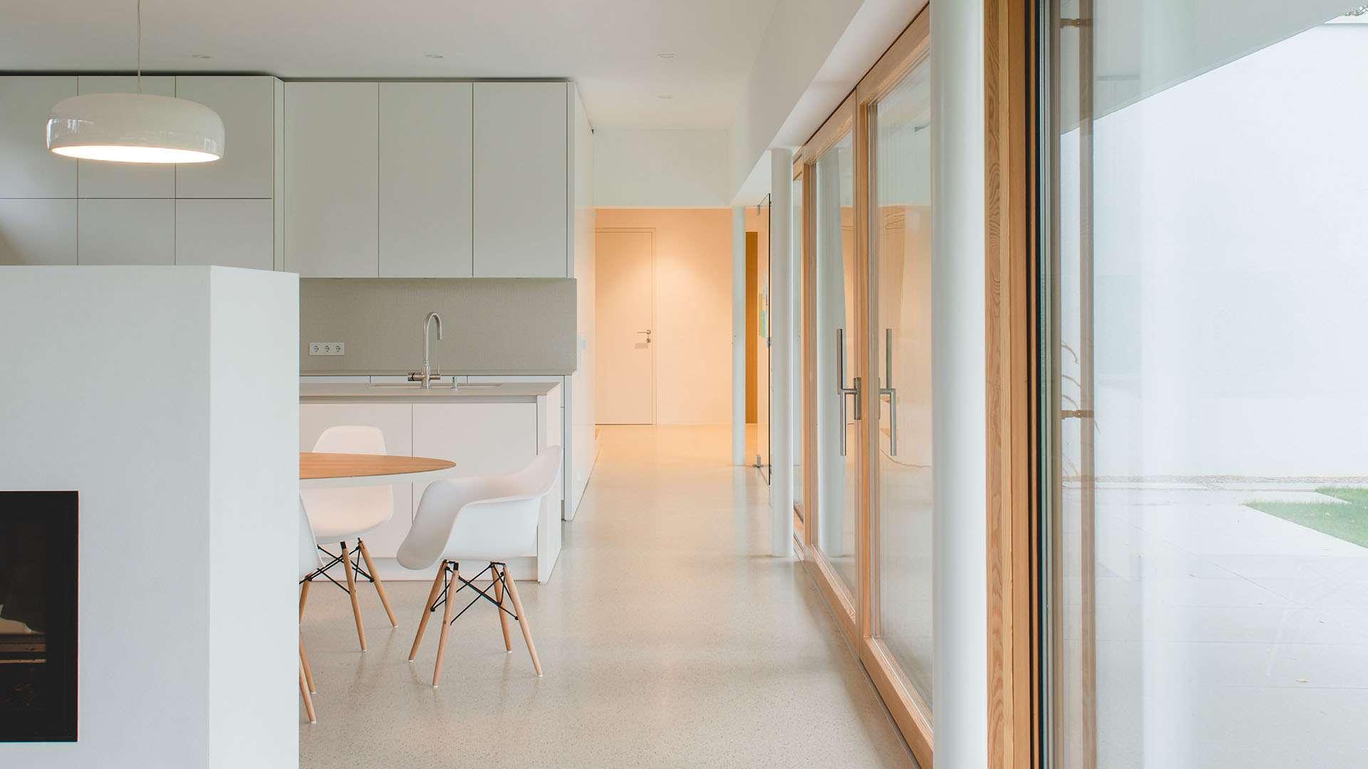 Innenansicht einer Actual Fensterfront in einer Küche